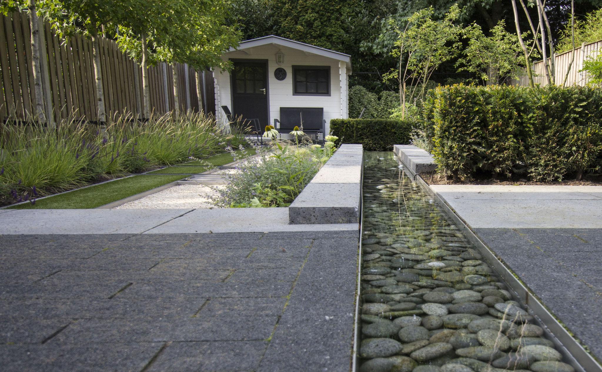 Moderne tuin met water de website van tuindesign