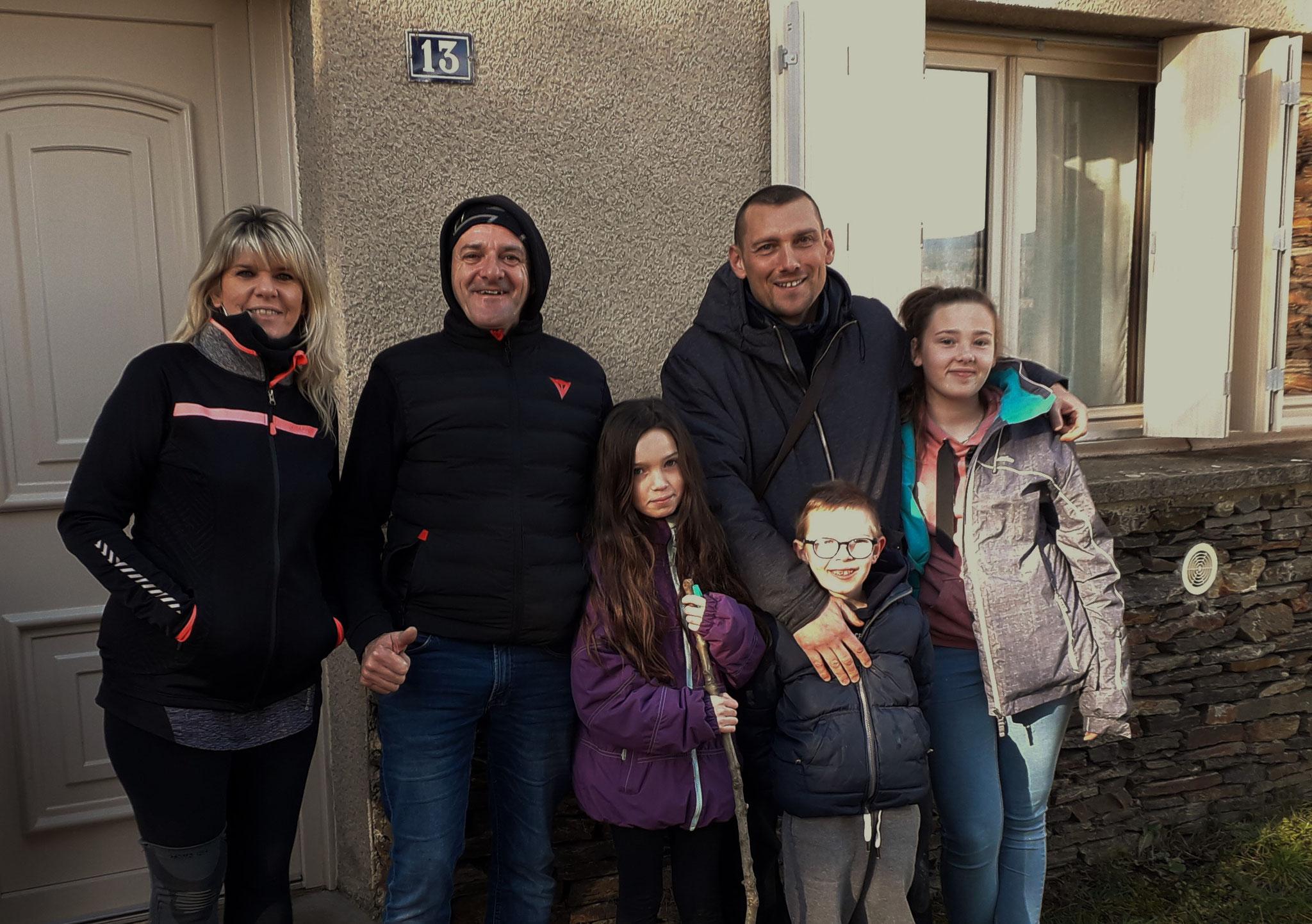 Sandra, Cédric, Philippe et les enfants Eva, Emmy et Emris sont revenus pour leur 4ème Noël au Bleymard