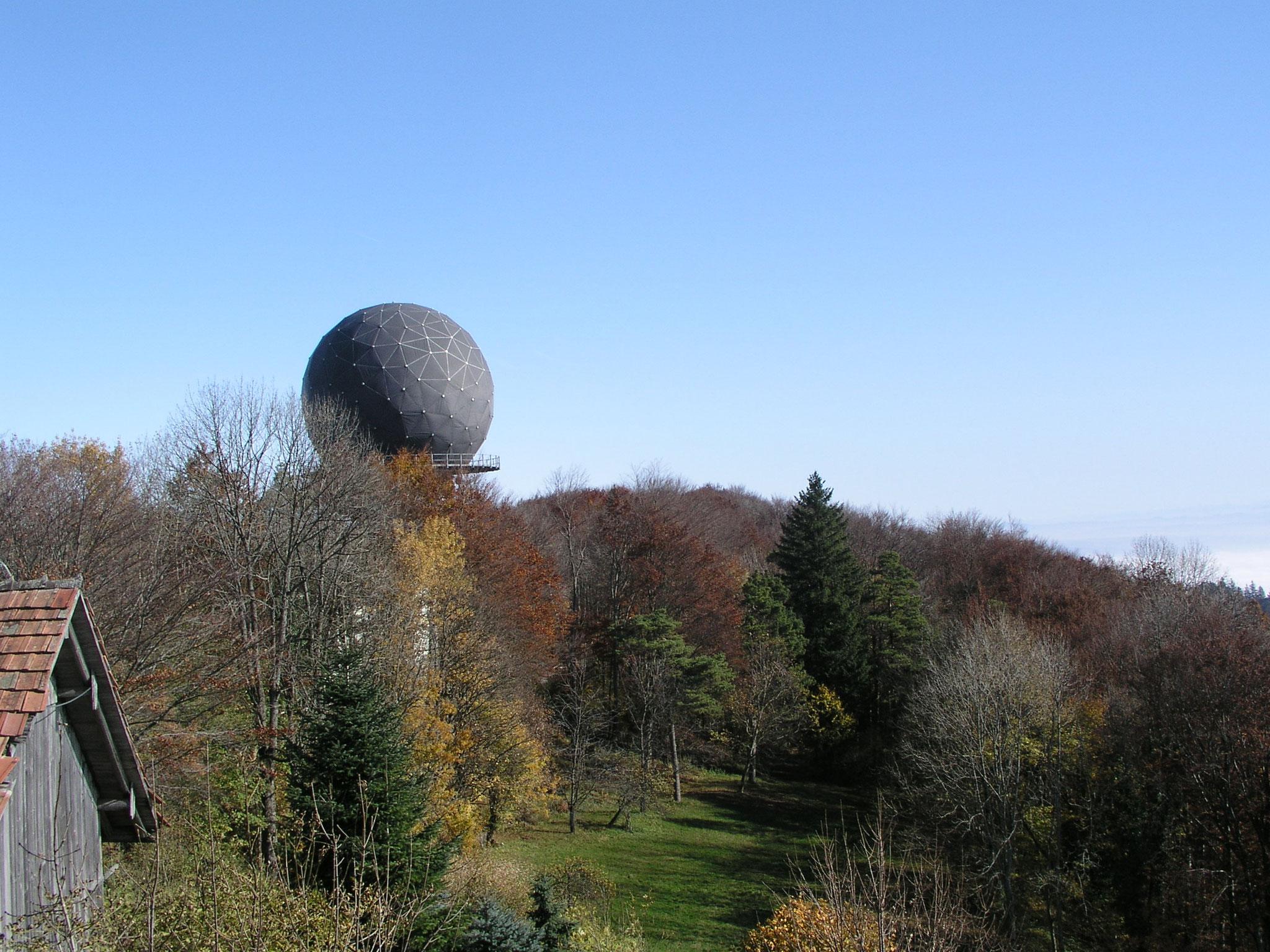 1980-2006::Erste Hülle (Radom) aus Teflonsegmenten