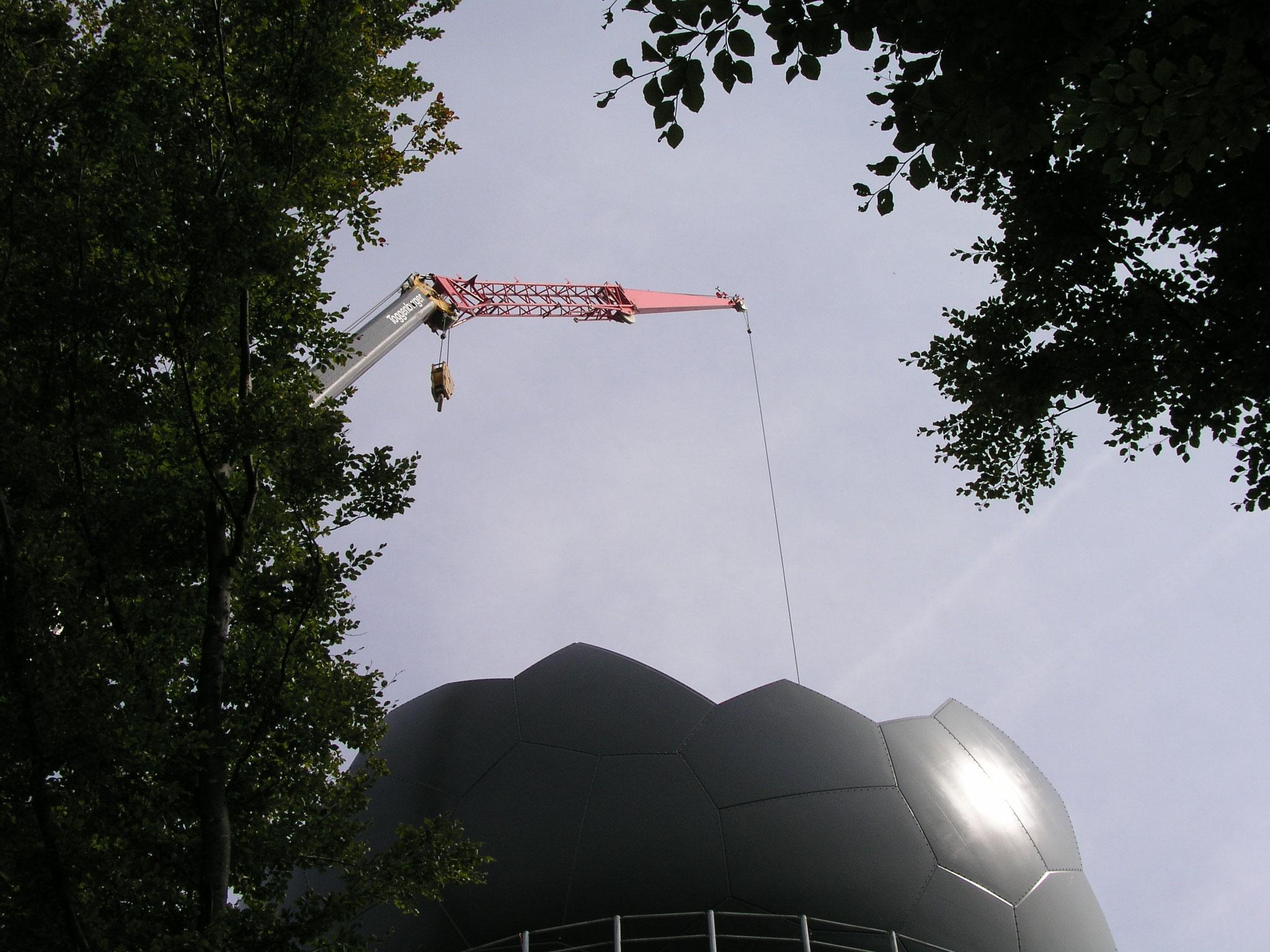 2006::121 Fiberglaselemente (38mm dick) in 7 Formen werden mit 4877 Schrauben verbunden::ø17.5 m