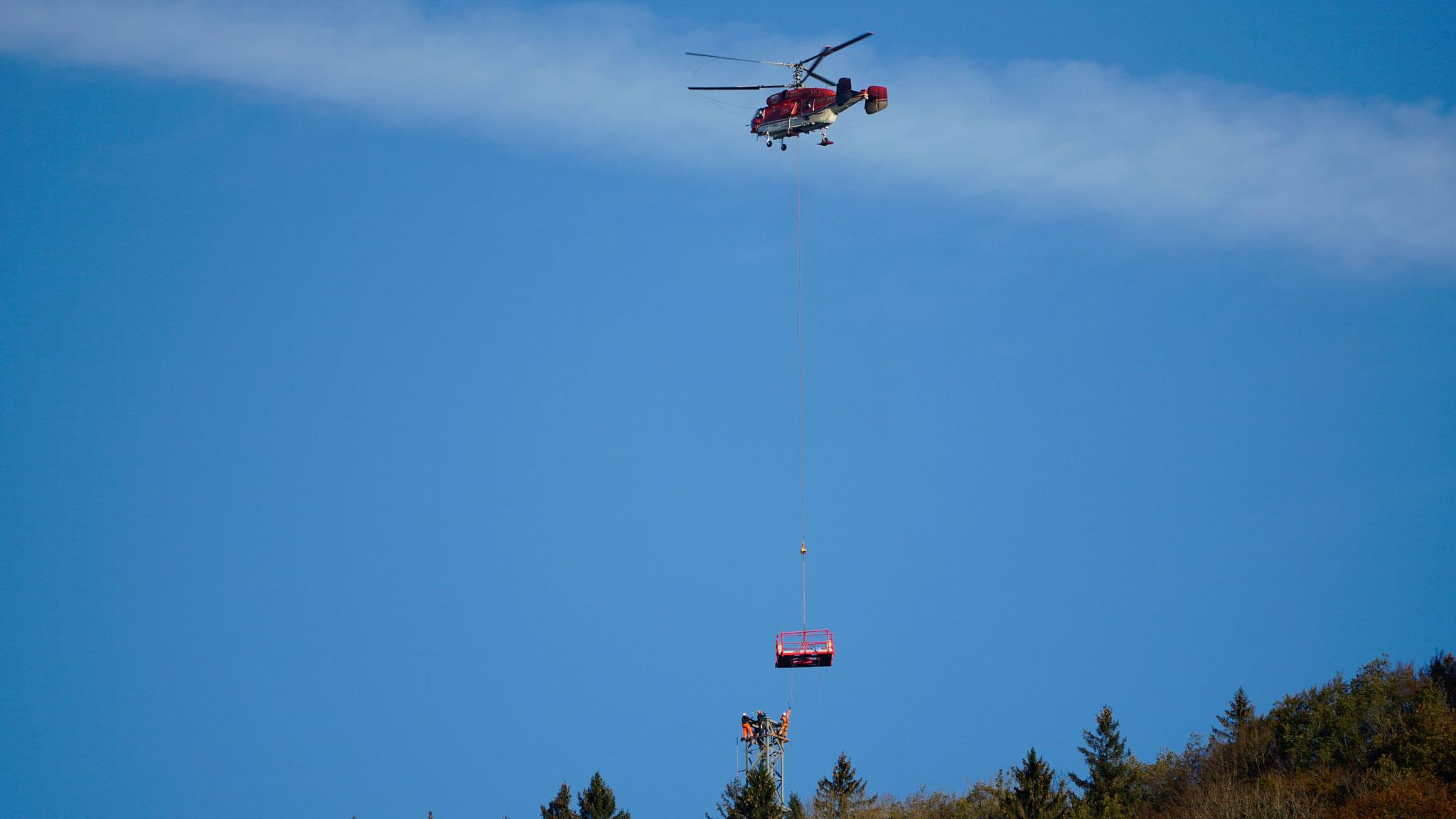 25.10.2018::Bau Mast Ost mit Helikopter