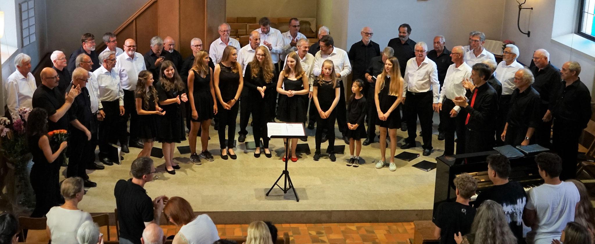 Begeisterter Applaus am Schluss des Konzerts::Foto: Rolf Wildi
