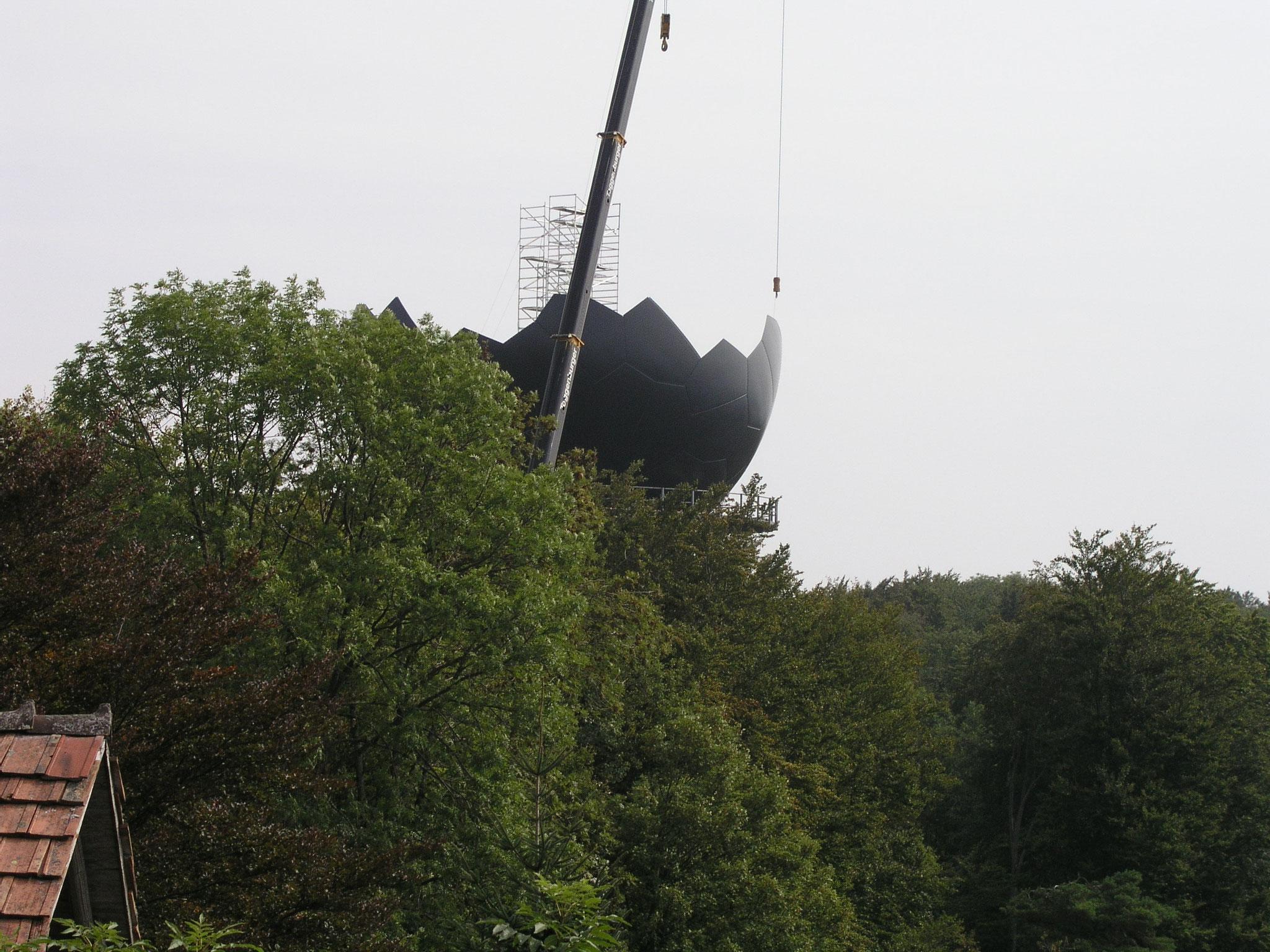 2006::Radar- und Radomersatz::Die Radomkugel nimmt Gestalt an