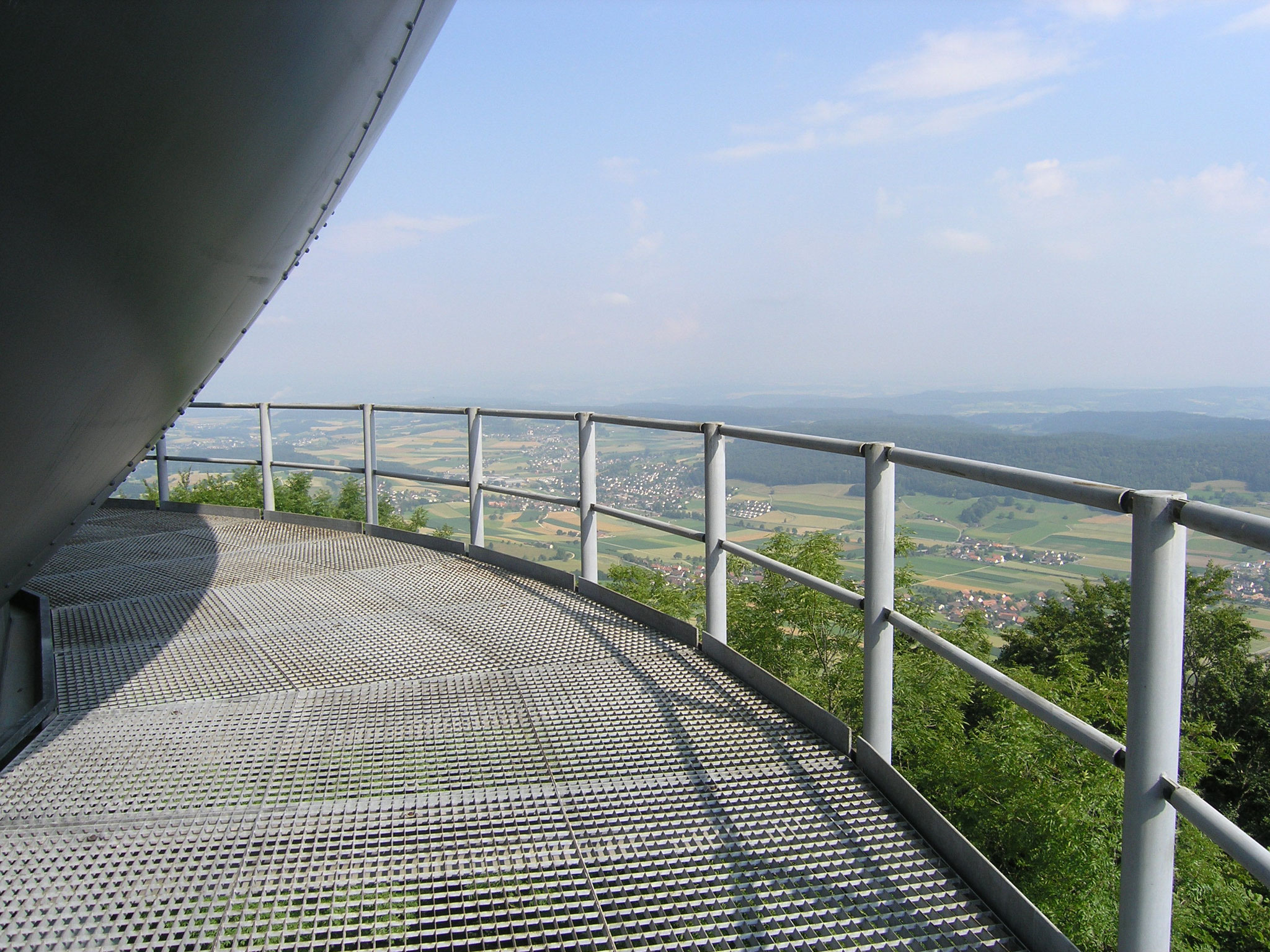 Aussicht vom Radombalkon Richtung NW (öffentlich nicht zugänglich)