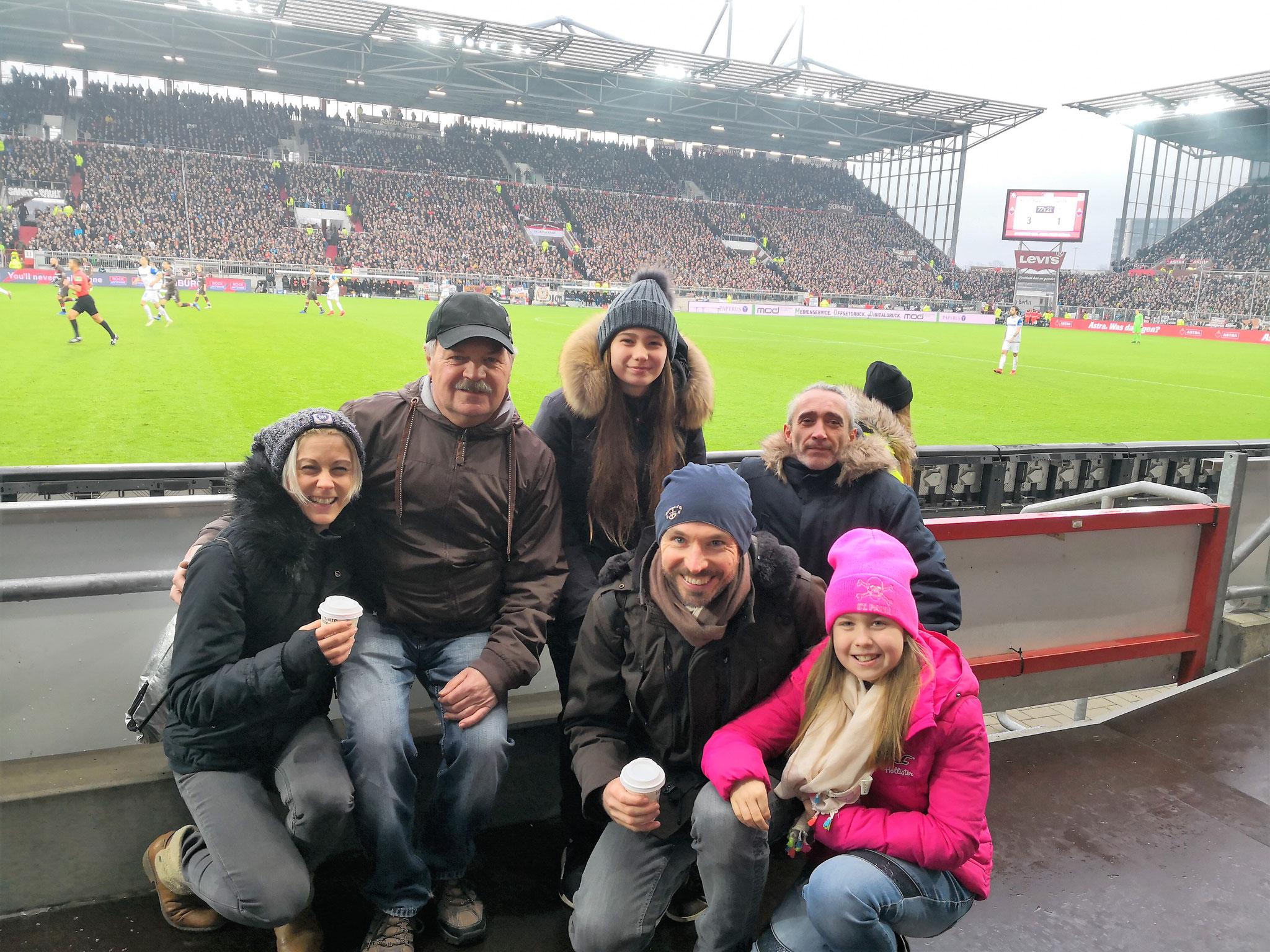 Lebensgefährtin von Axel, Thomas M., Diana, Axel mit Kind und Eduard