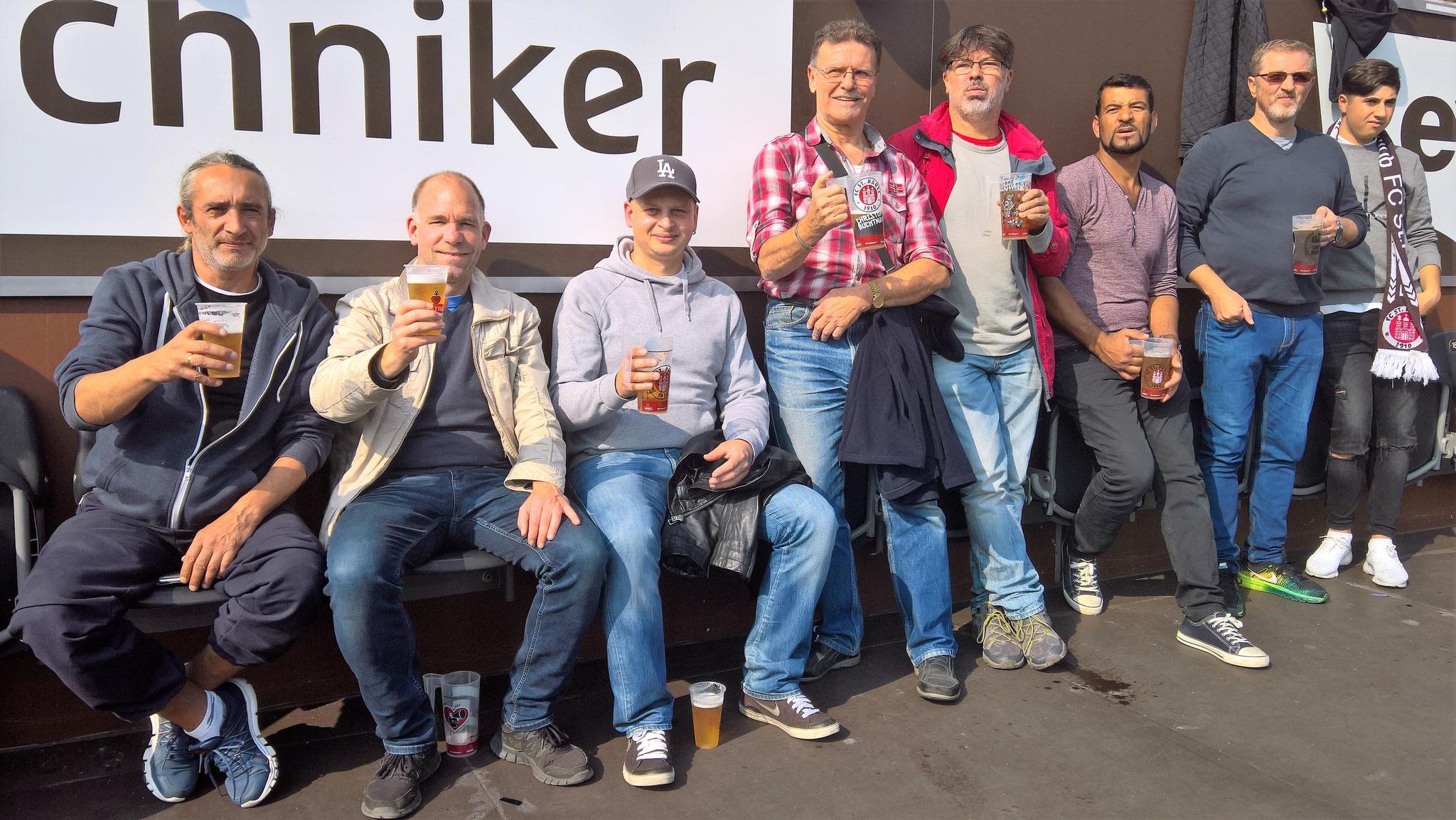 Von links: Eduard, Henning, Adam, Tilo, Theo, Ben, Mehmet und Bora