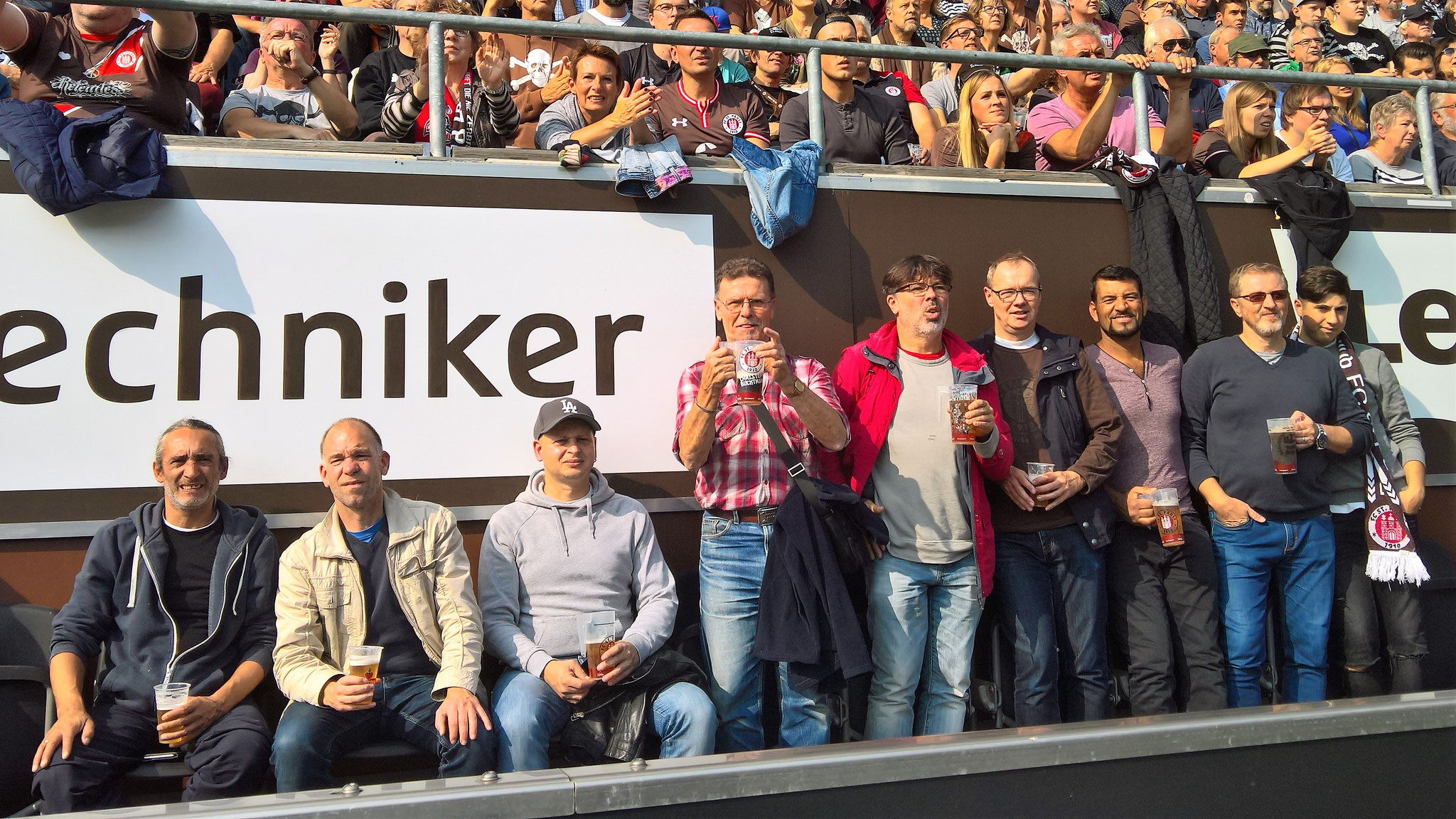 von links: Eduard, Henning, Adam, Tilo, Theo, Michael, Ben, Mehmet und Bora. Nicht auf dem Bild: Diana