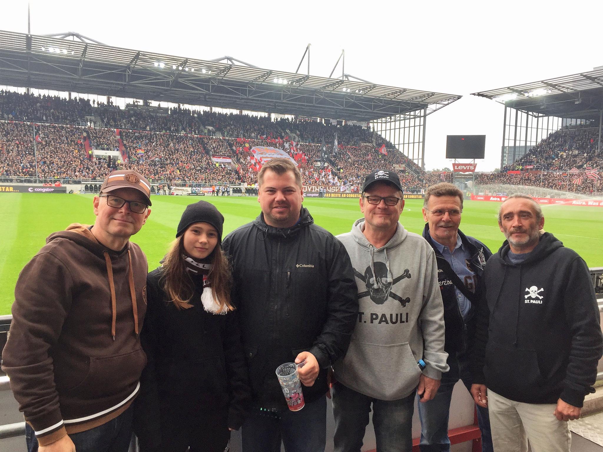 Torsten, Diana, Stefan Bauer, Michel V., Tilo und Eduard. Gast Stefan Bauer ist 1. Vorsitzender des Deaf Mainz 05 Fanclubs.
