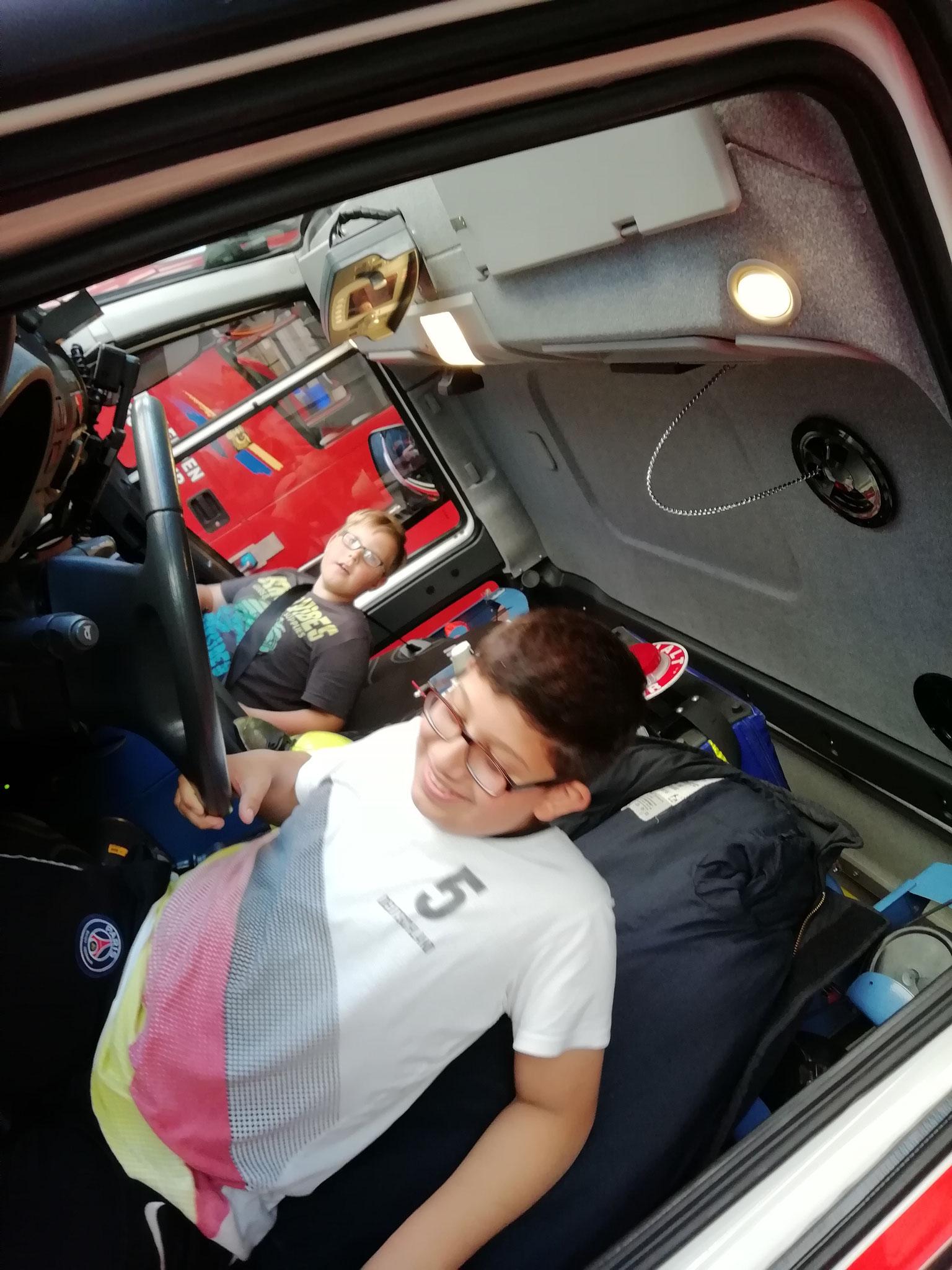 Sogar auf dem Fahrersitz durften wir mal Platz nehmen.