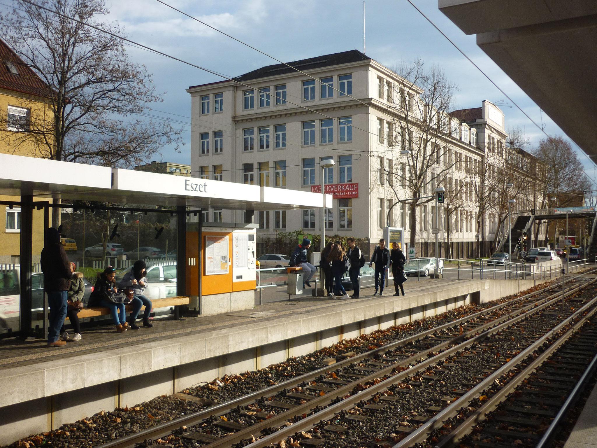 Die ESZET-Haltestelle in Untertürkheim: Stuttgarts Schokoladenseite