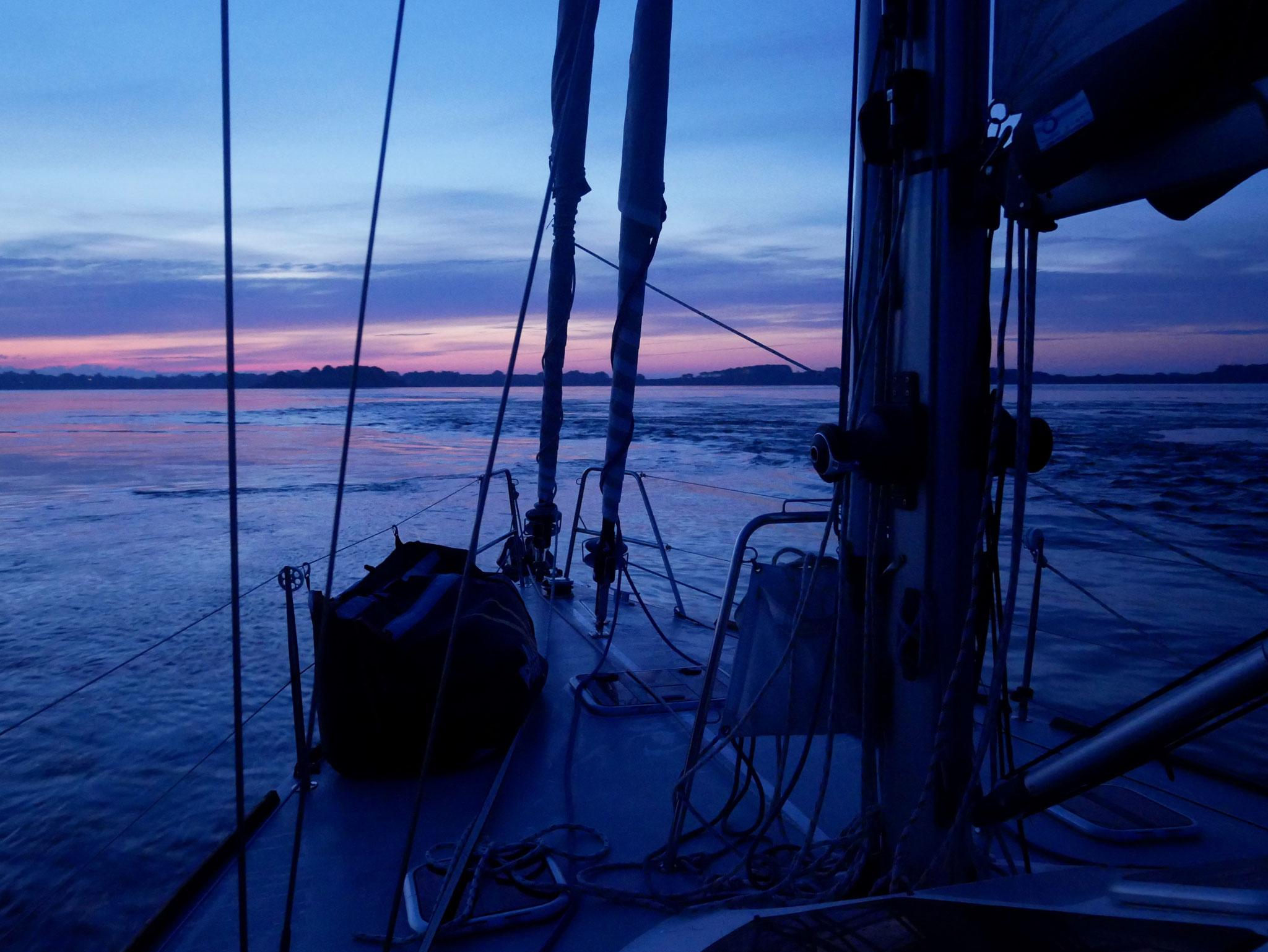 Entrée au petit matin dans le Golfe du Morbihan