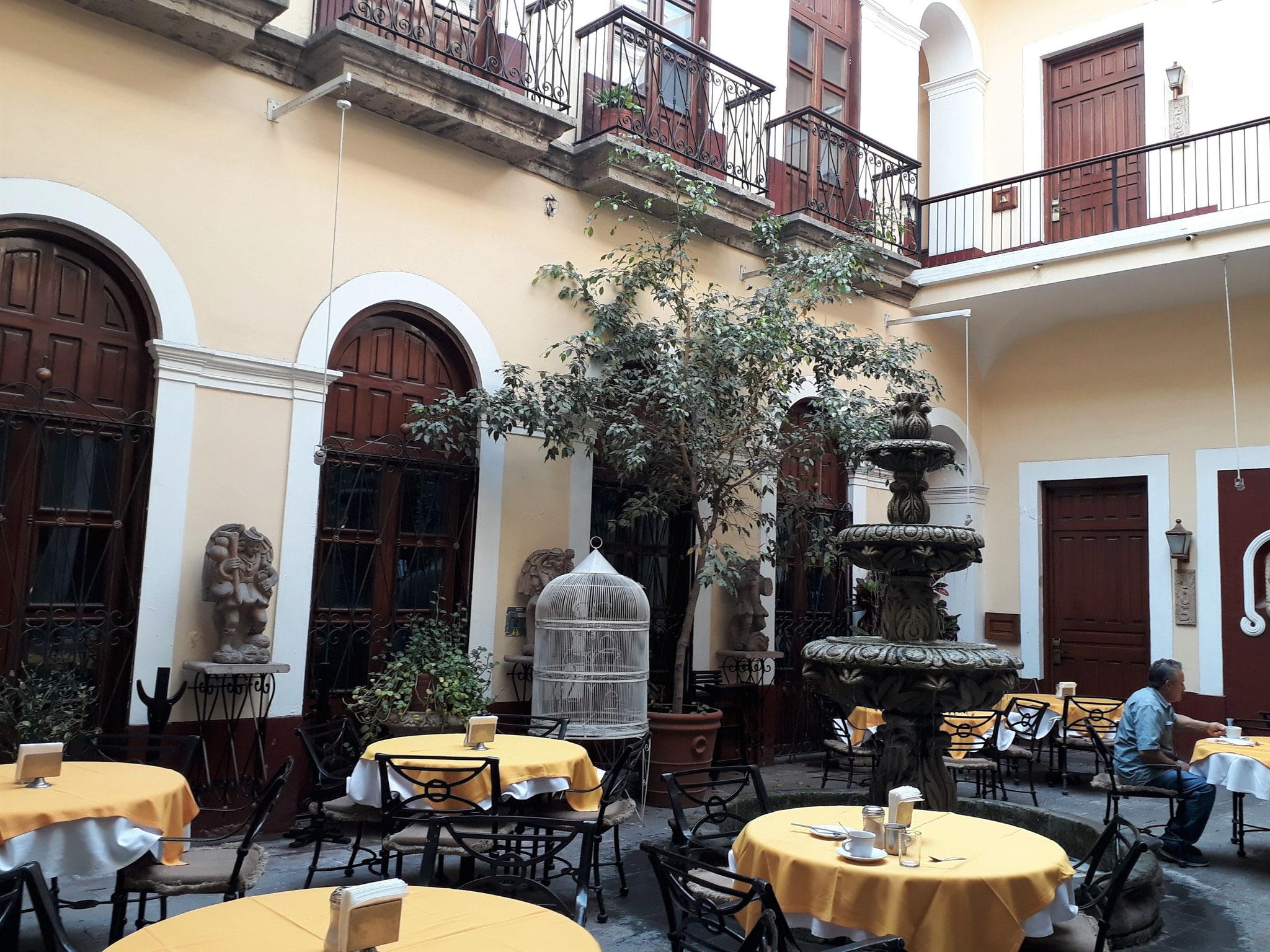 La cour de l'hôtel San Francisco Plaza