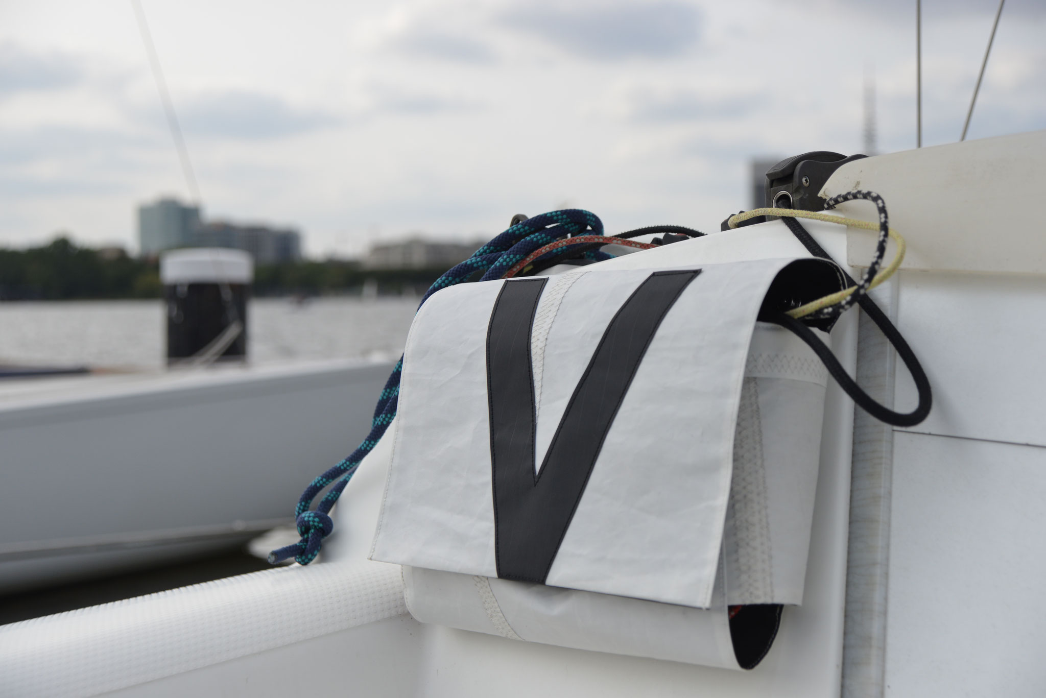 customized rope bags, perfectly fitted into the VARIANTA 18 cockpit