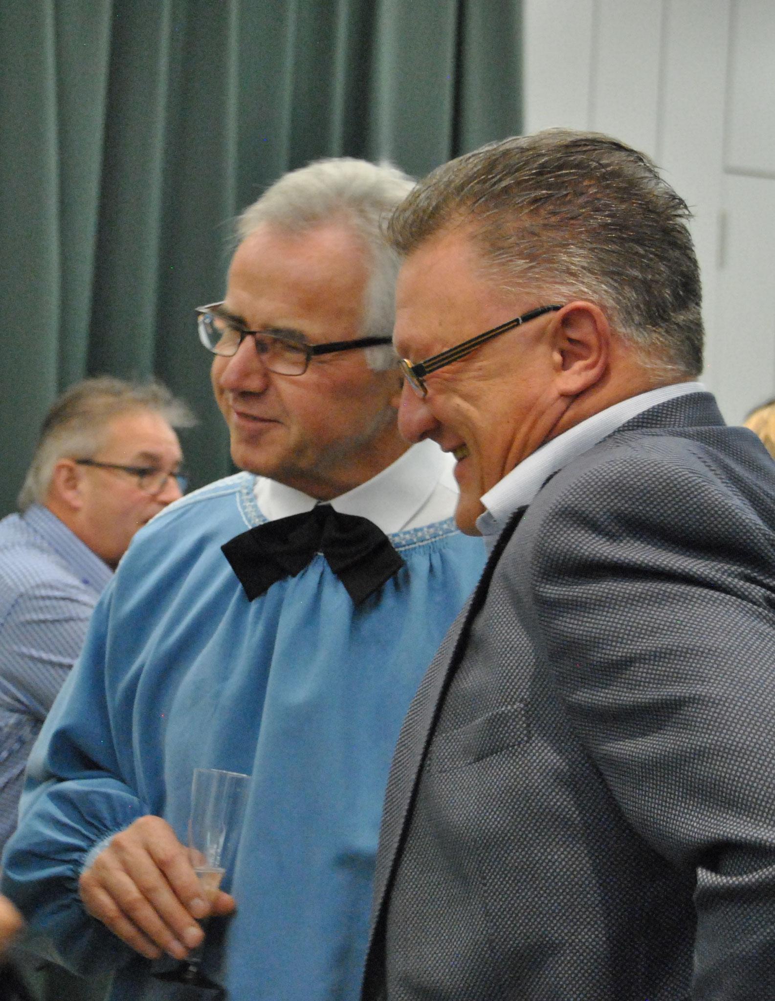 Hansueli im gspröch mit em ehemalige Präsident vom Chörli und jetzige Gemeinderat
