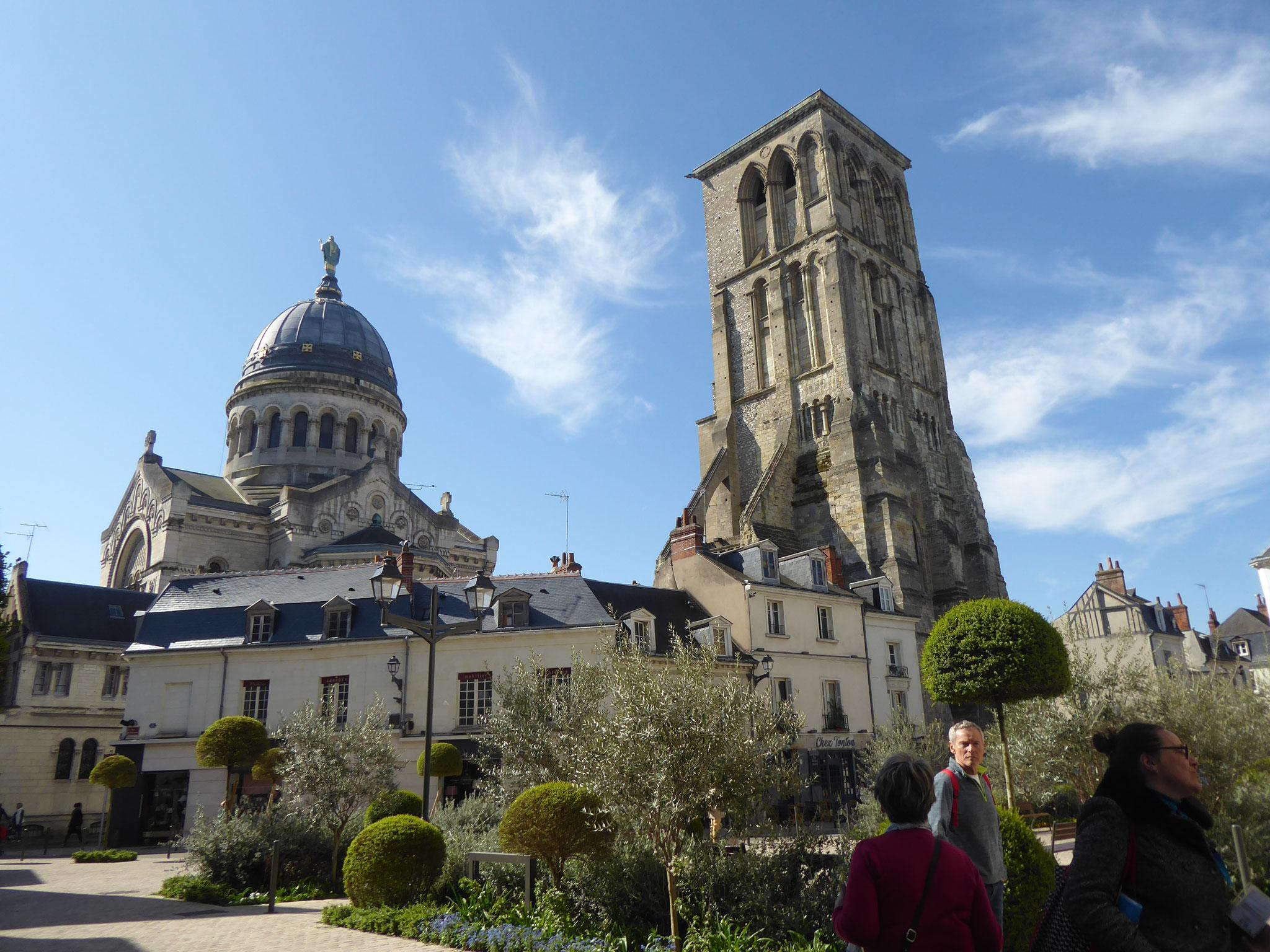 Basilique St-Martin et Tour Charlemagne
