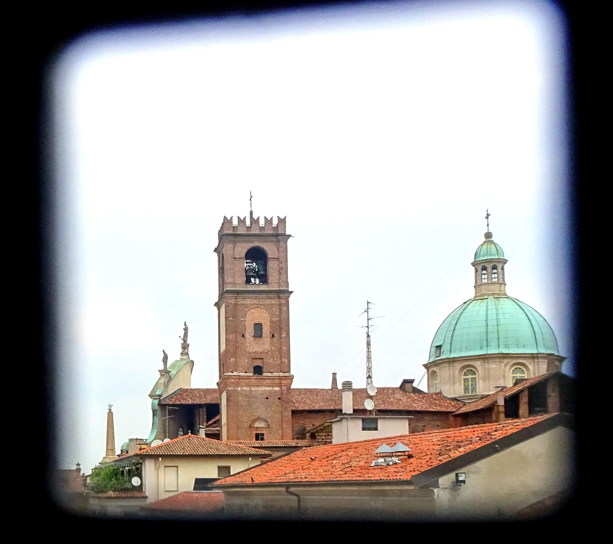 Vue du Château Visconti sur la cathédrale de Vigevano