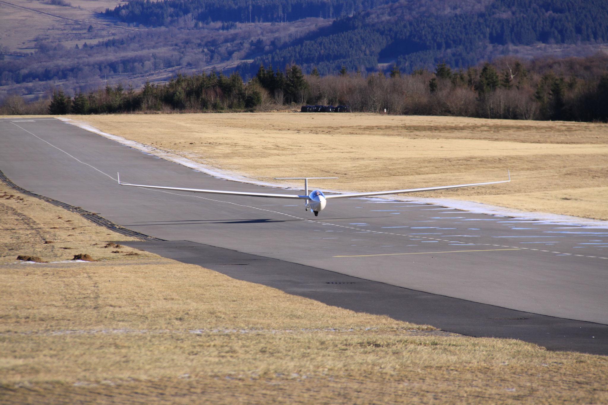Nach erfolgreichem Flug wieder daheim.