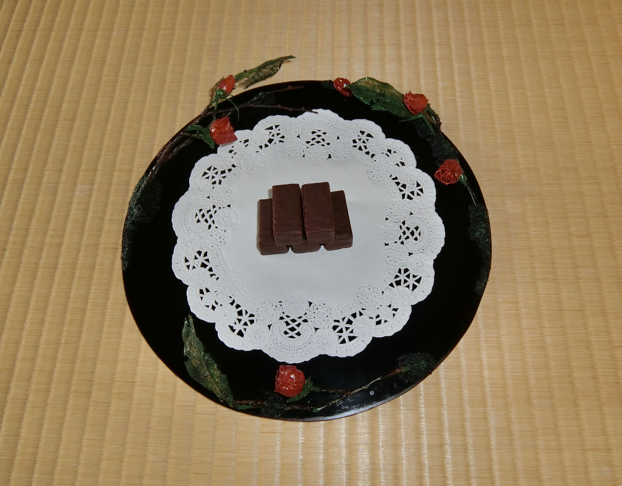 薔薇囲い真塗り干菓子器 林体雅作