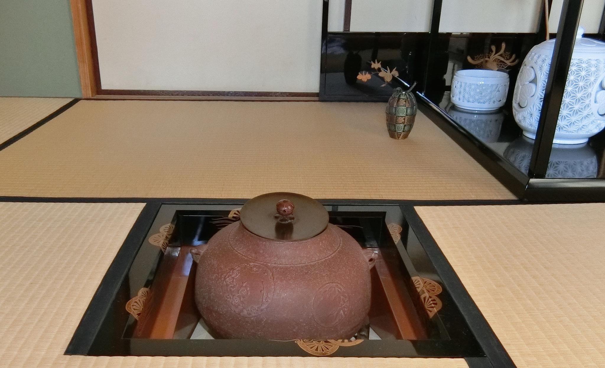 片輪車蒔絵炉縁