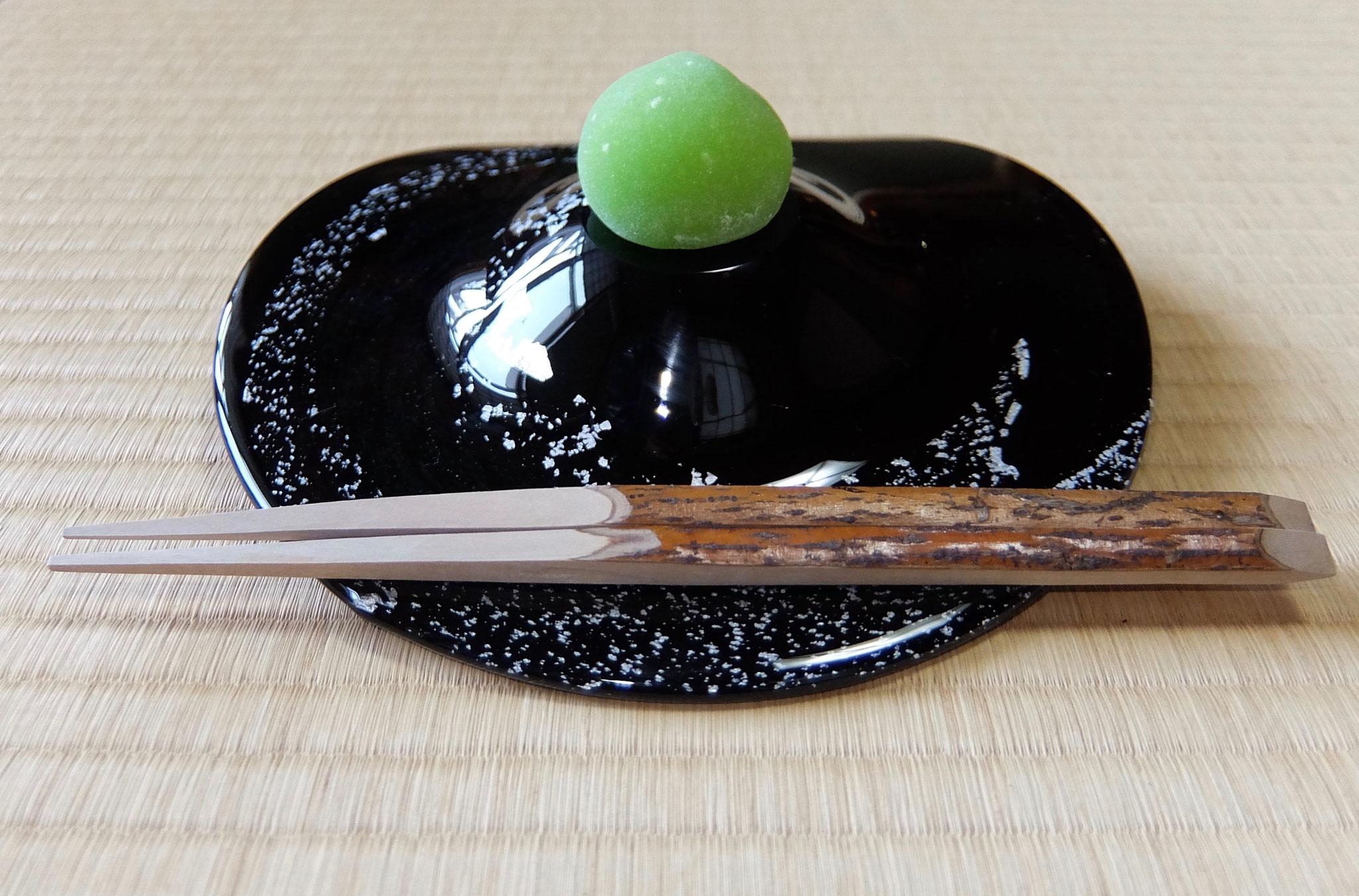 森塚恵美氏の手作りガラス菓子器
