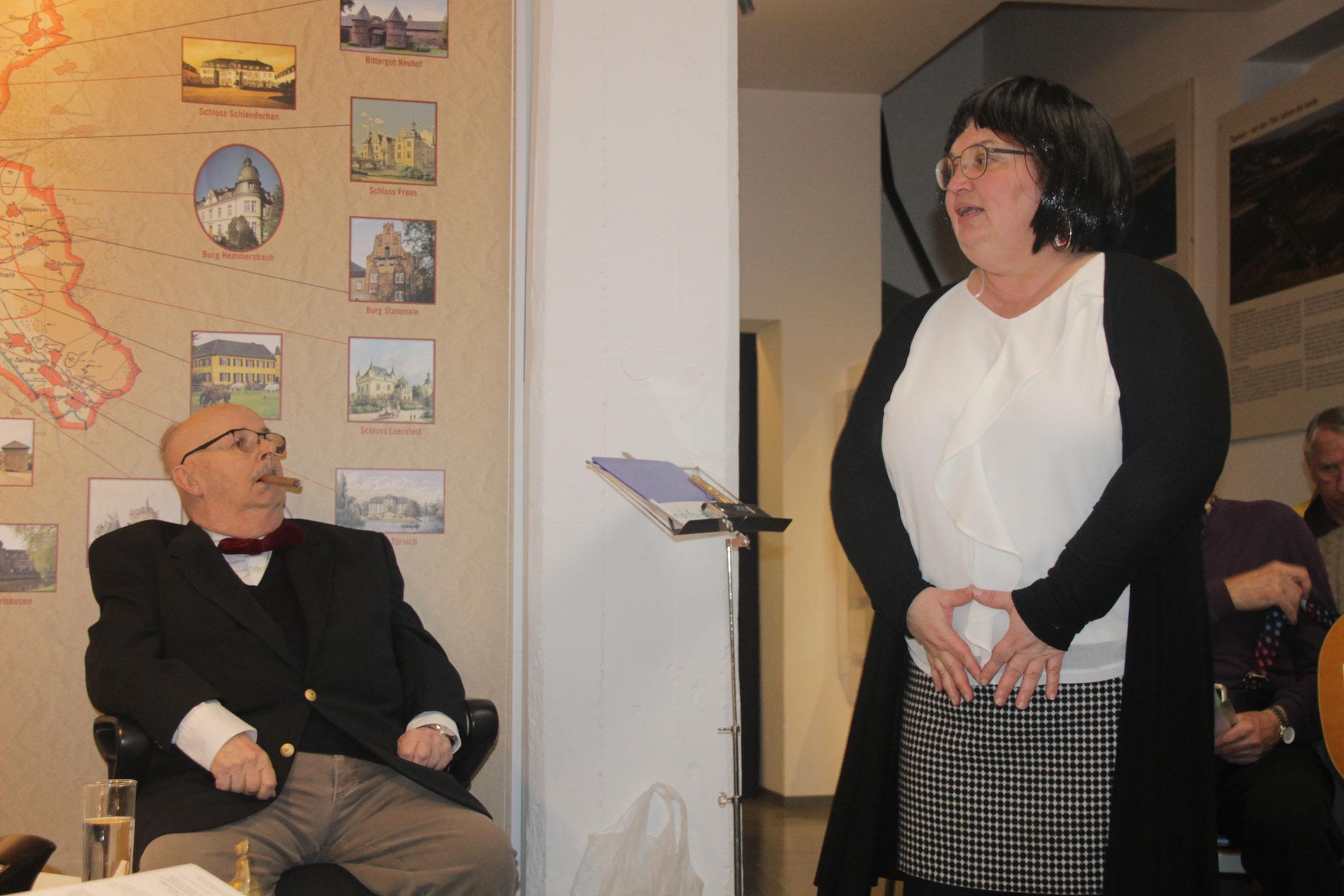 Herr Genarldirektor Mr. Miller (Werner Kremer) und Frau Dr. Elfriede Rubienstein (Astrid Machuj)