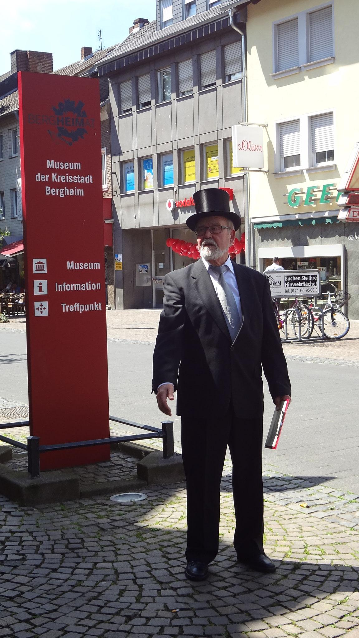 Herr Weidenbach, alias Clemens Jansen erzählt von der Beamtenstadt Bergheim