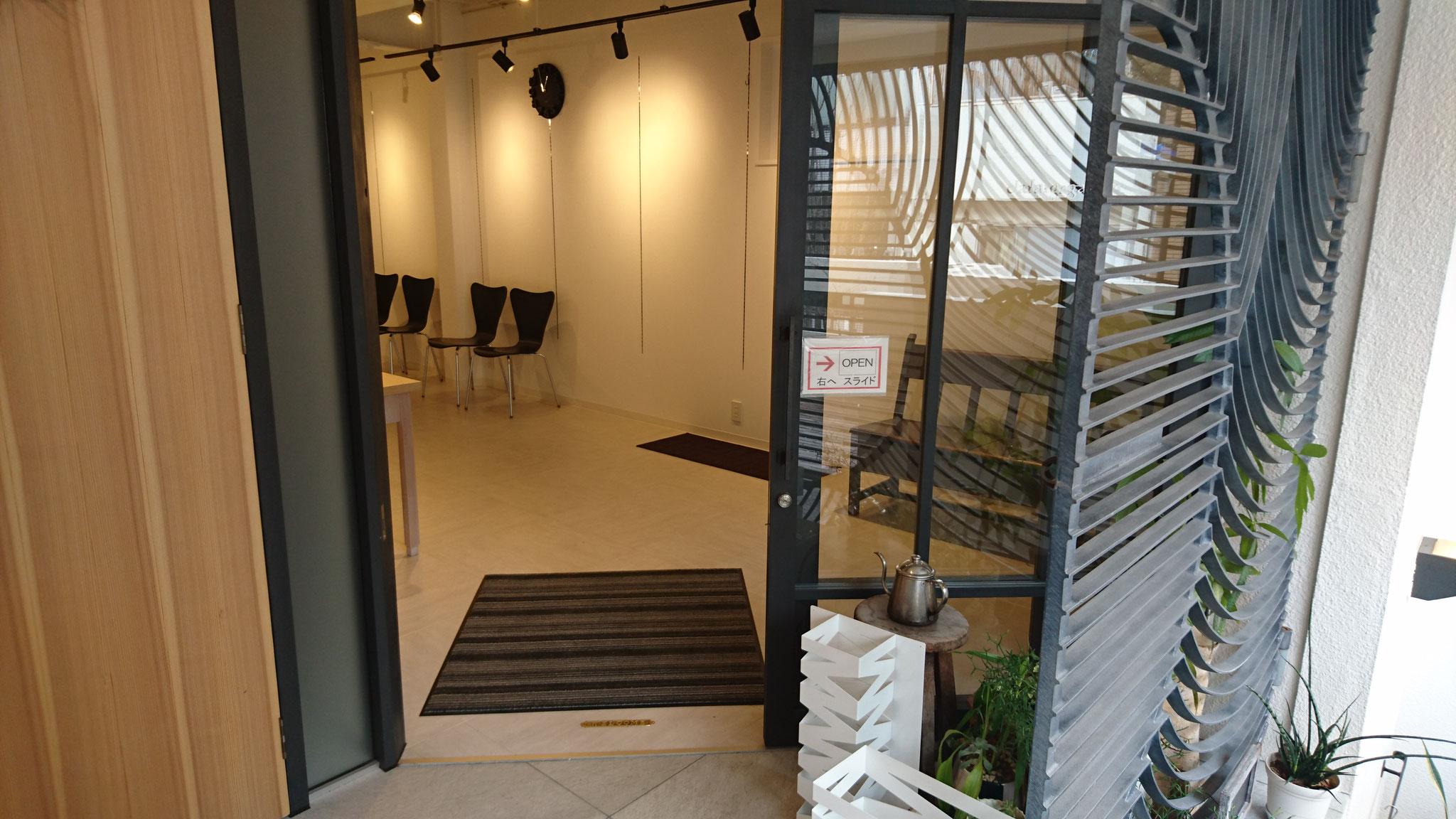 2階ギャラリー(clara garden)入り口