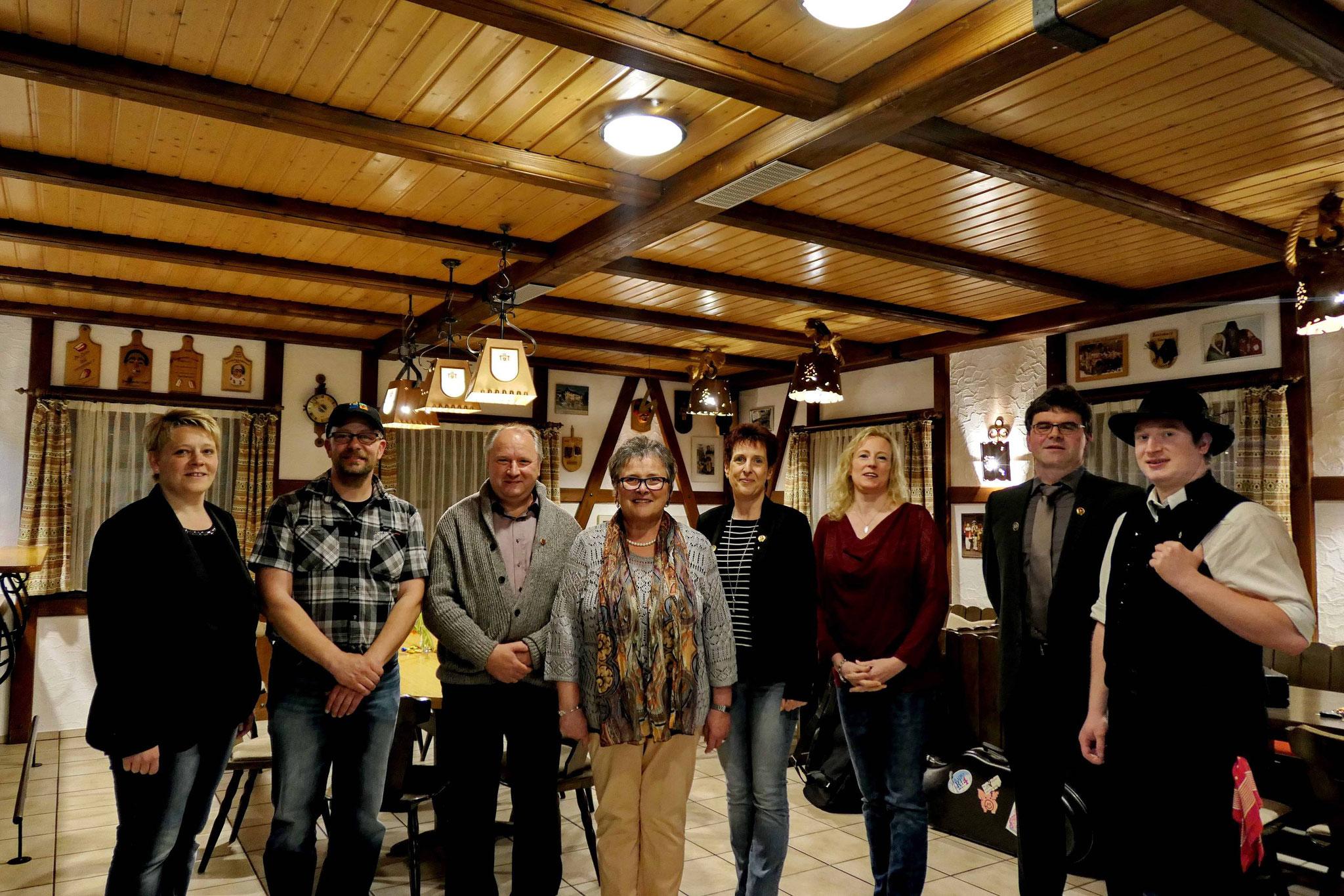 Die Vorstände samt Geehrten und dem Vertreter des Trachtengau Schwarzwald
