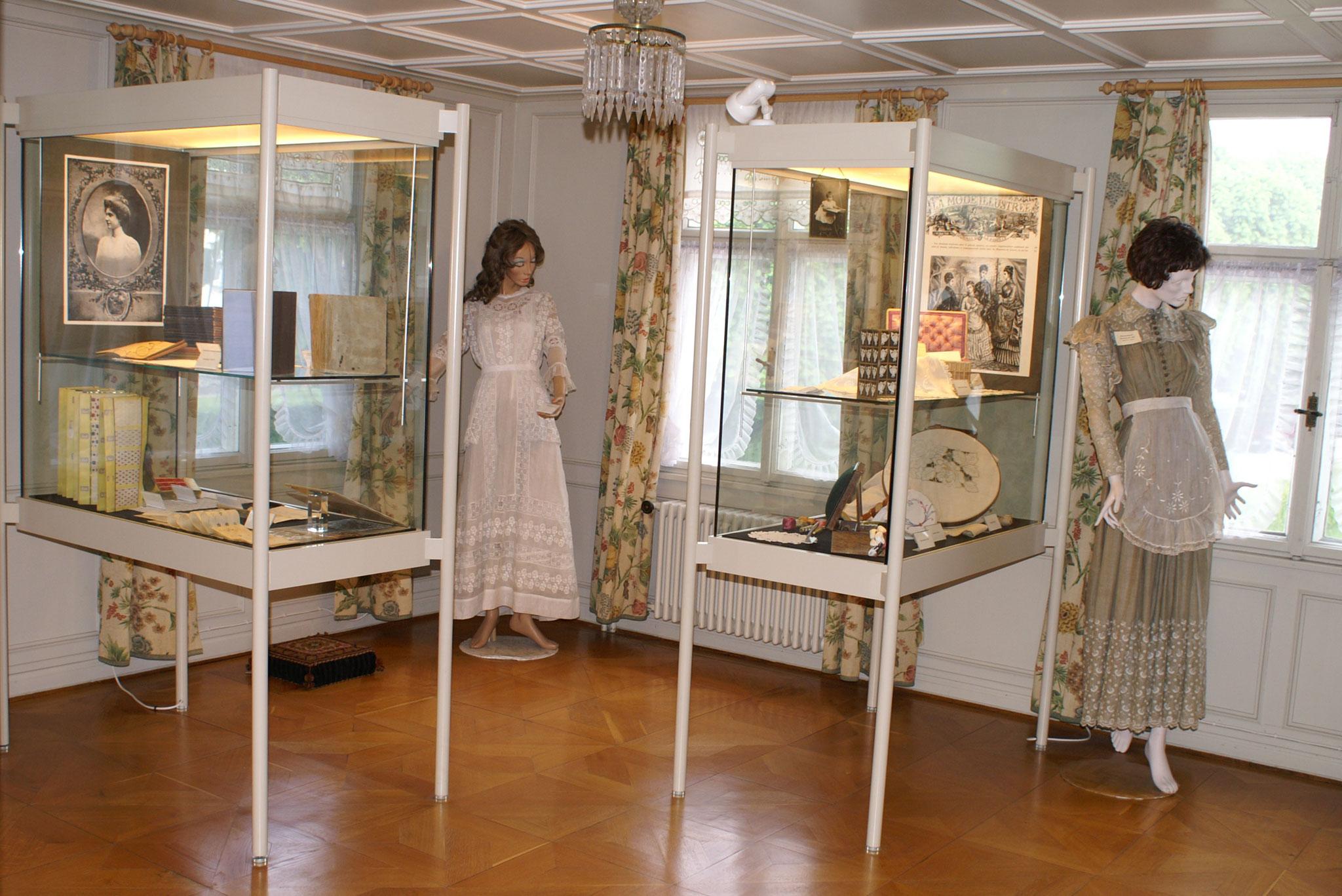 Das Stickereizimmer widmet sich den hunderten von Stickereifamilien in Flawil und ihrer Arbeit, aber auch den traditionsreichen Stickereifirmen
