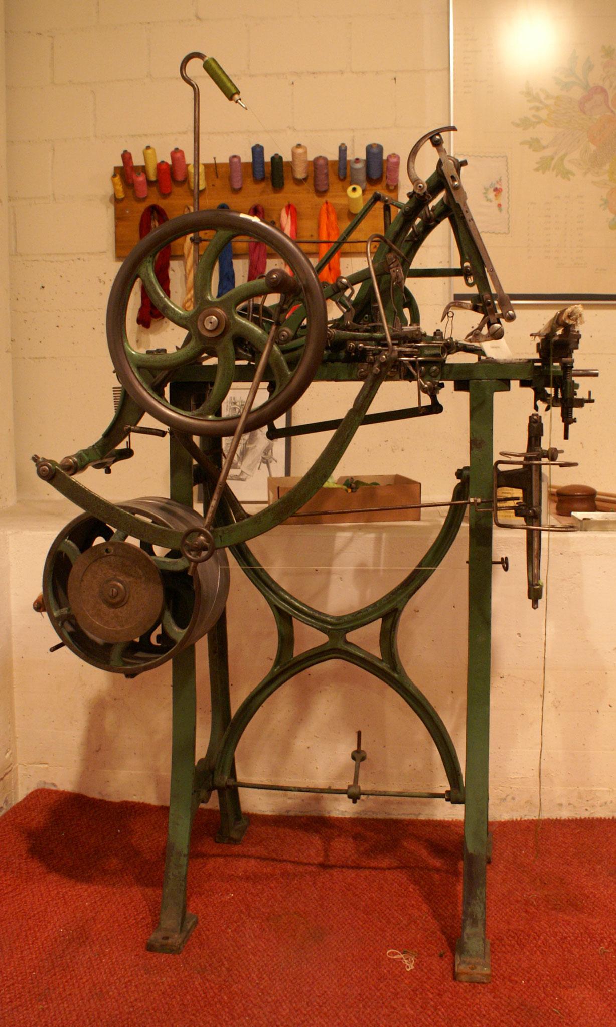 Fädelmaschine der Firma Henry Levy, Rorschach (heute Starrag AG)