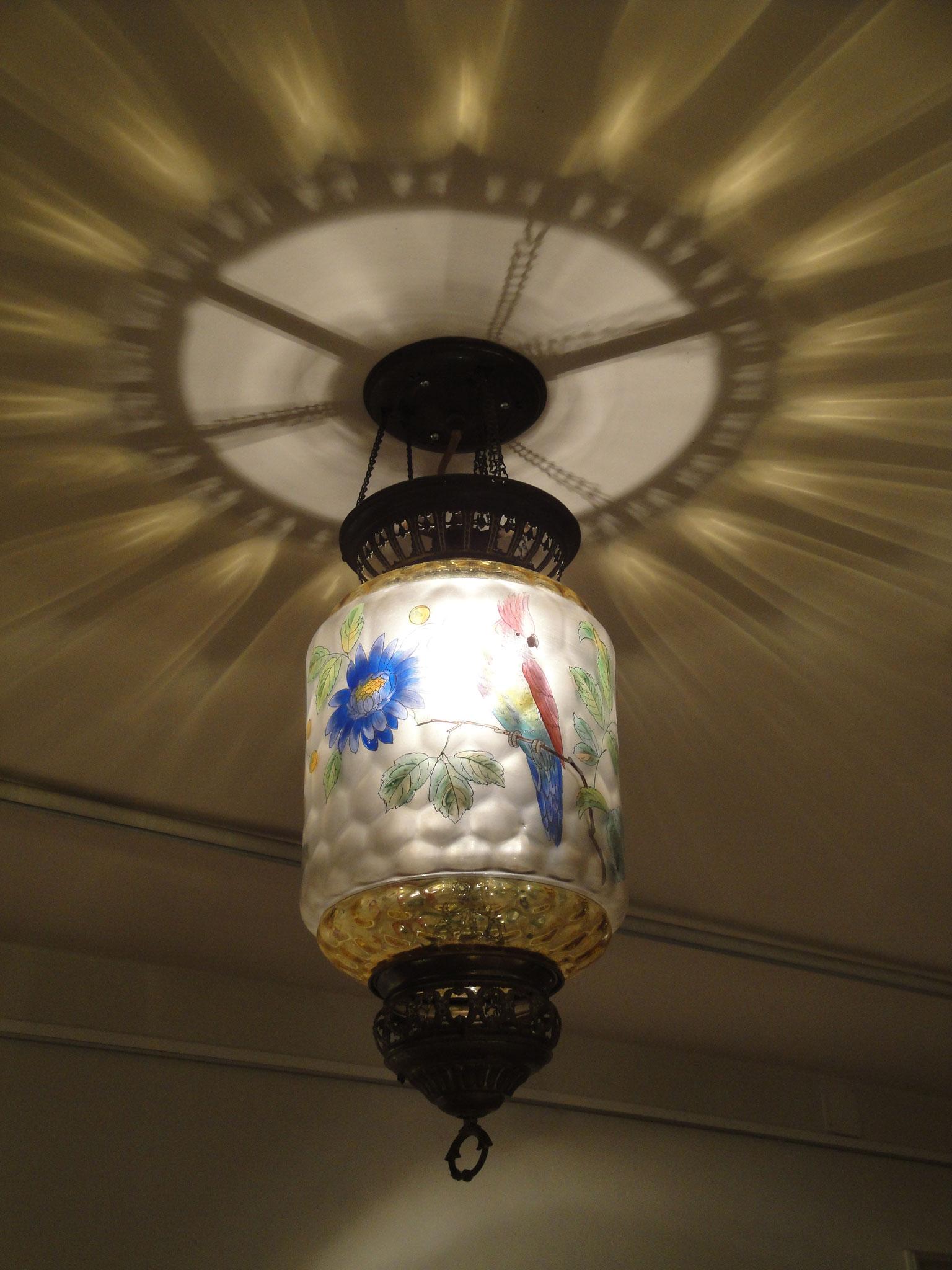 Jugendstil-Lampe im Foyer des Museums