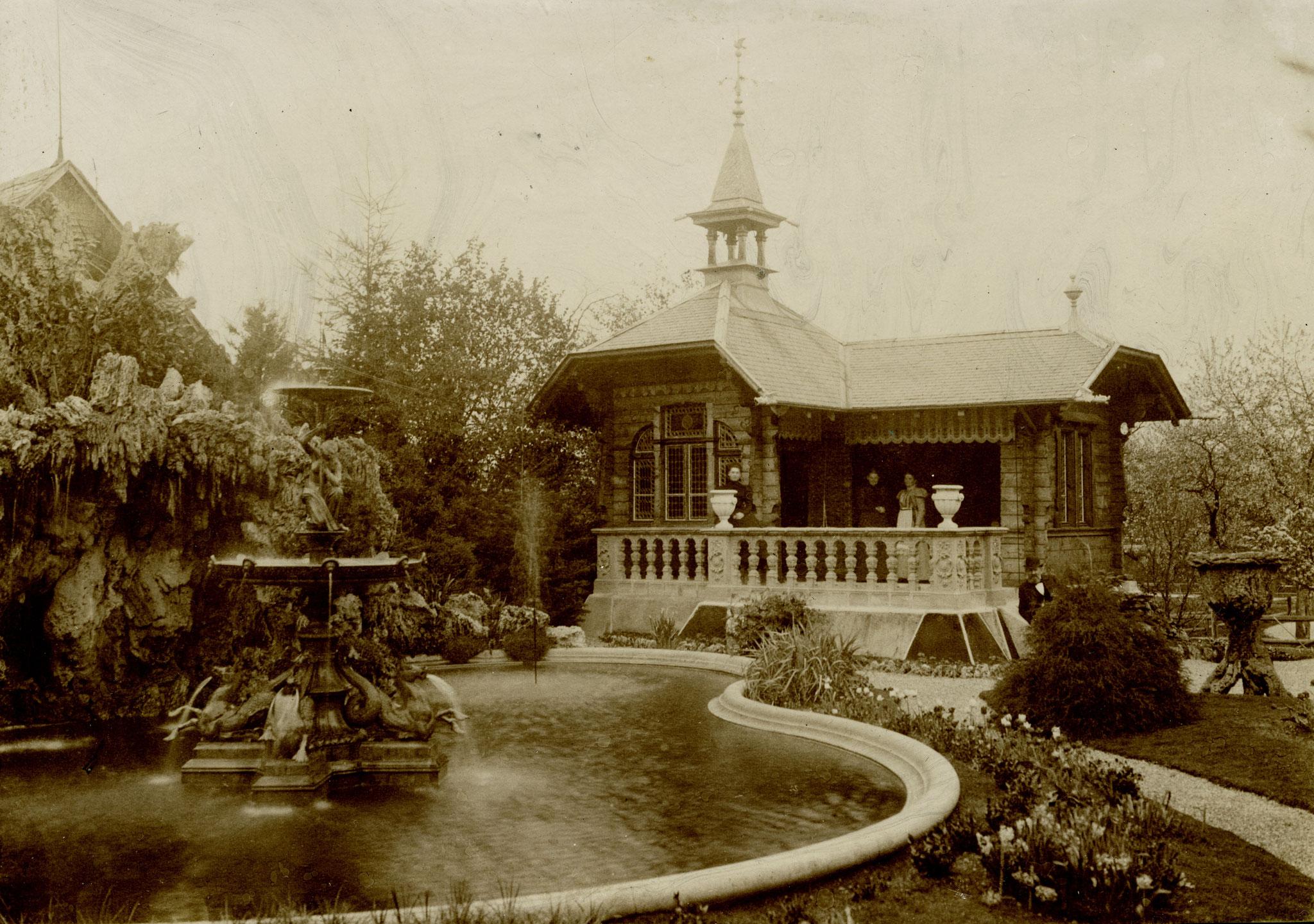 Die Familie Ottiker im Chalet und im Park, um 1900