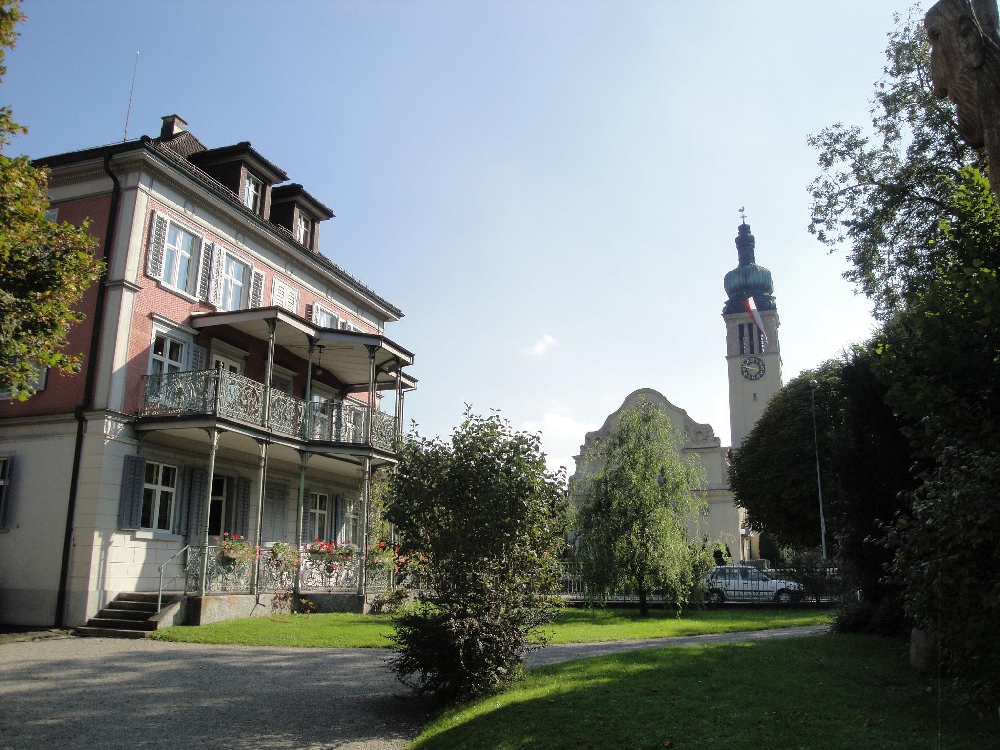 Ohne Huldreich Ottiker keine Kirche an diesem Ort: Ottiker verzichtete teilweise auf ein eingetragenes Bauverbot auf der gegenüberliegenden Wiese.