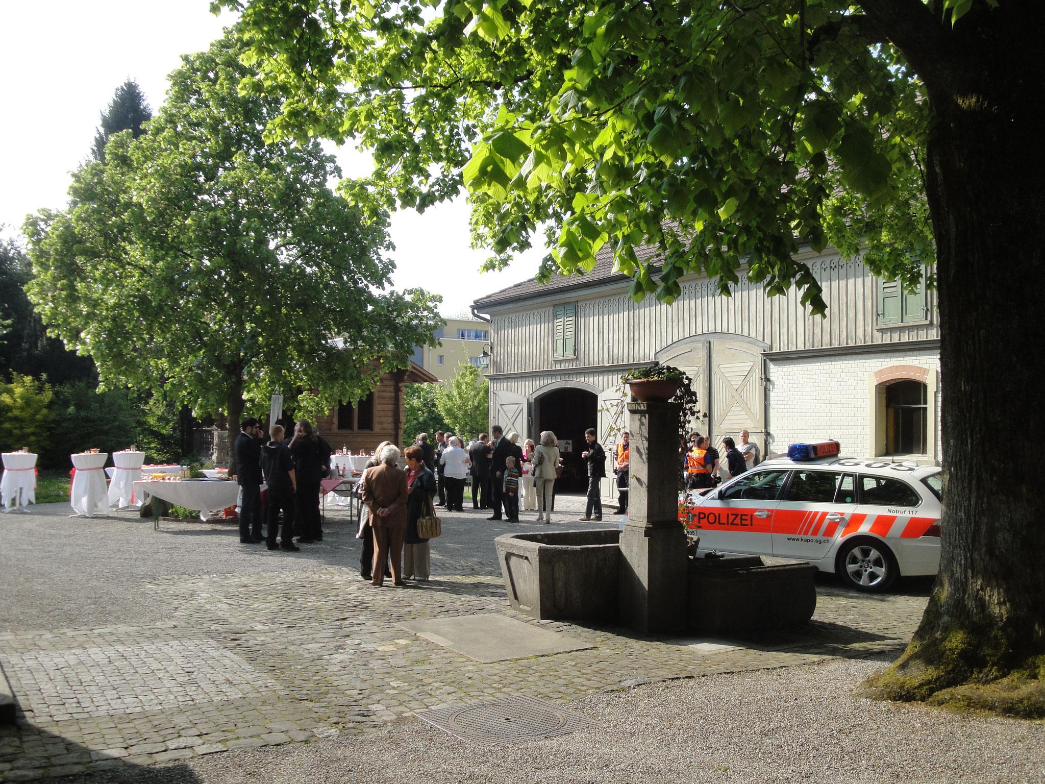 Idyllischer Park für den Apéro mit den Gästen nach der Trauungszeremonie in der Ottikerstube