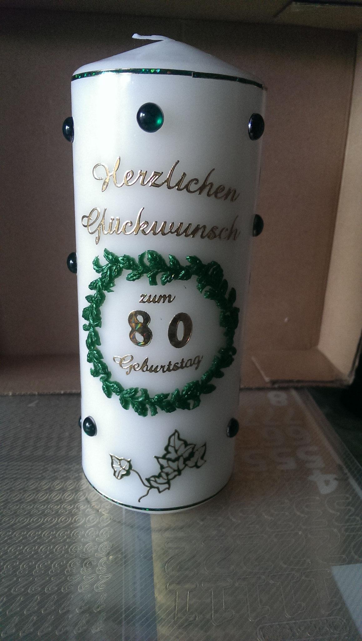 Bilder 3 und 4: Hier wurde eine Kerze zum 80. Geburtstag in der Wunschfarbe grün gestaltet. Auch diese Kerze soll nicht angebrannt werden...