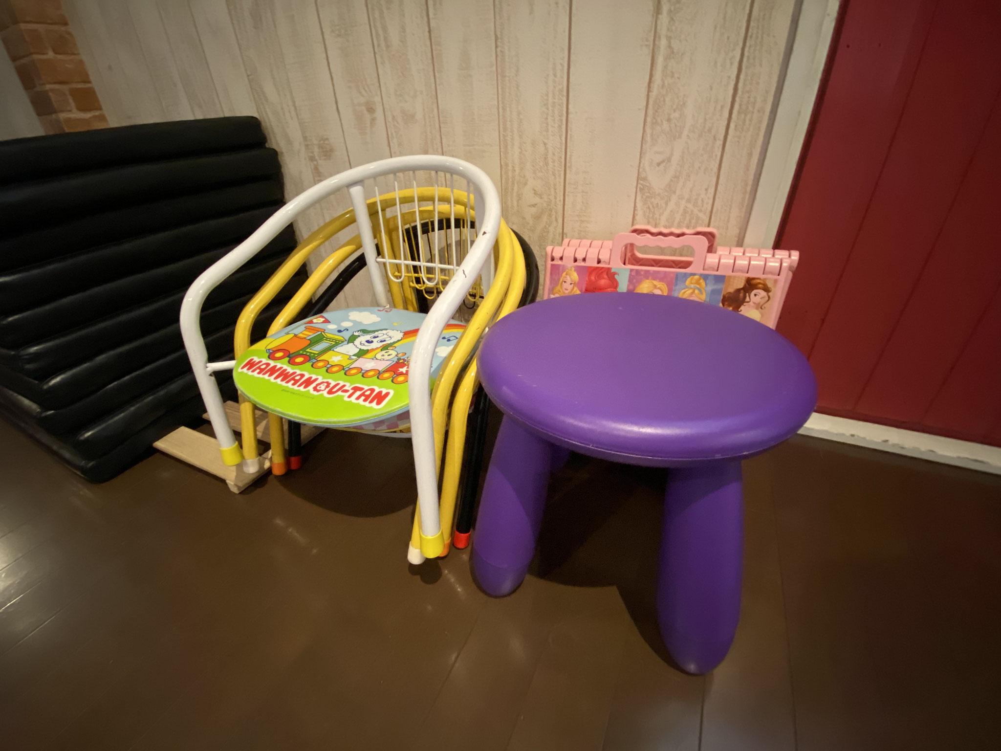 お子様用椅子あります♪