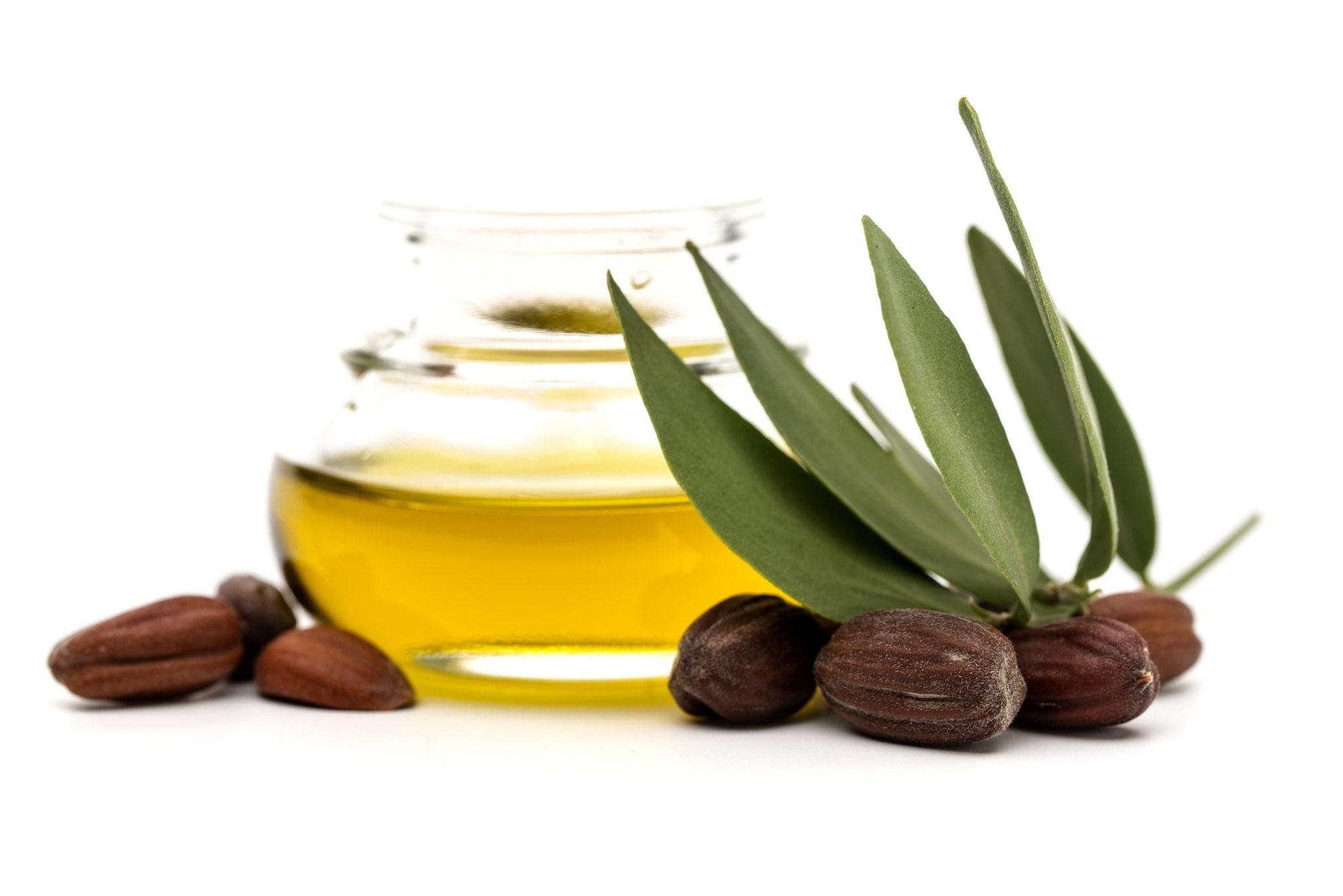 Verser 10 ml d'huile Végétale de Jojoba (ou Amande Douce)