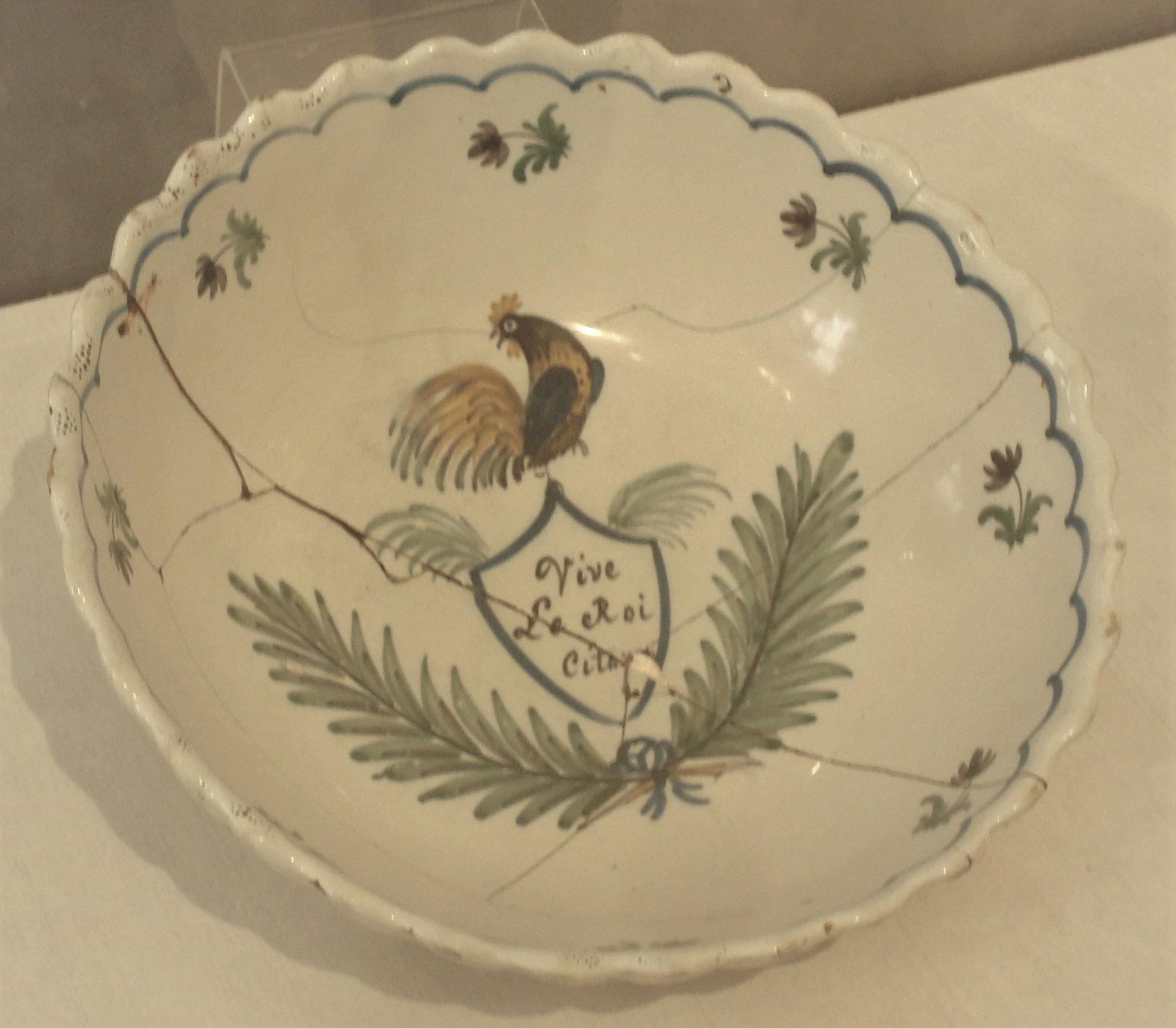 Faïence de Sinceny exposée au musée de Soissons