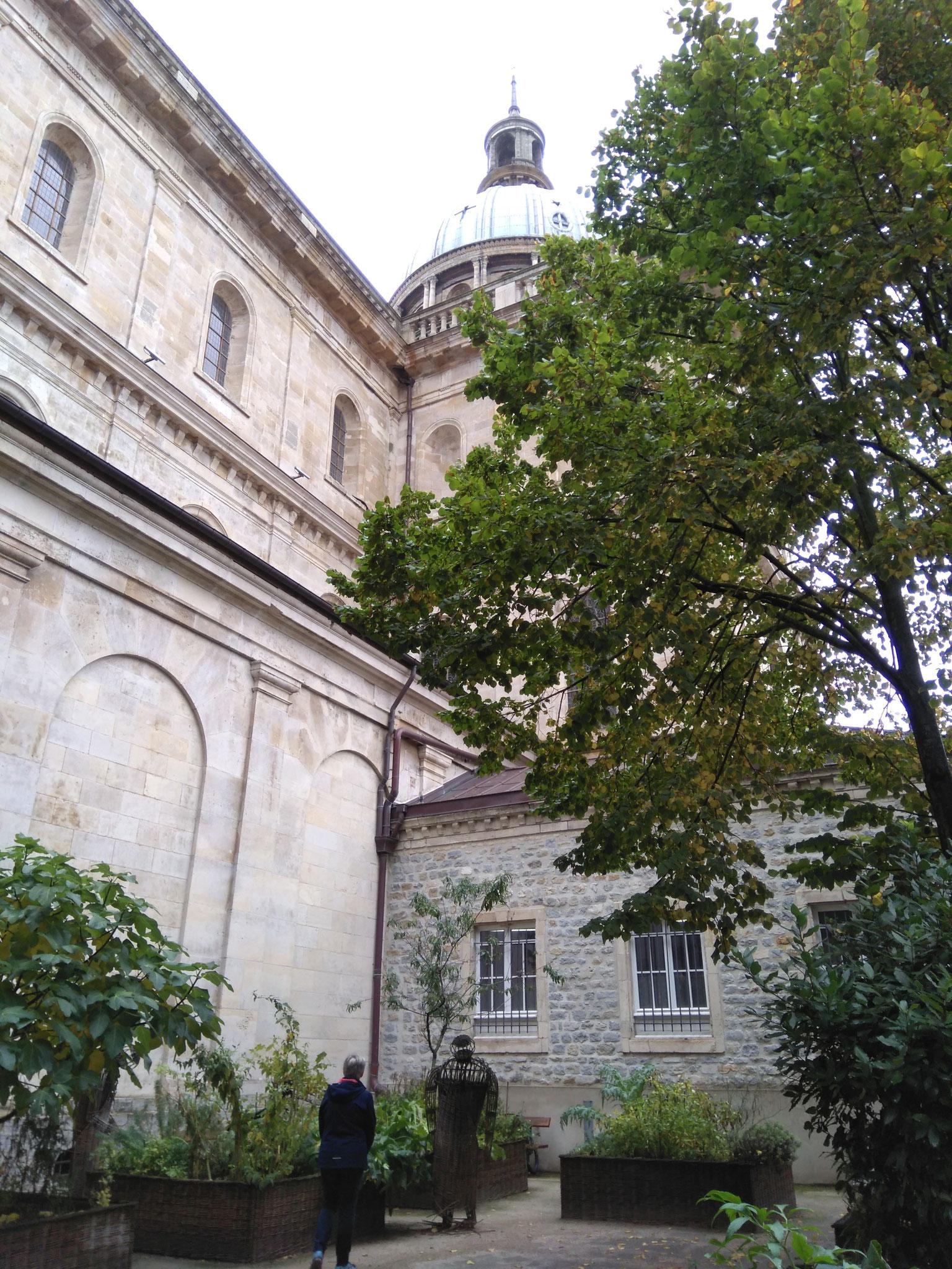 Kräutergarten der Basilika Notre-Dame de Boulogne