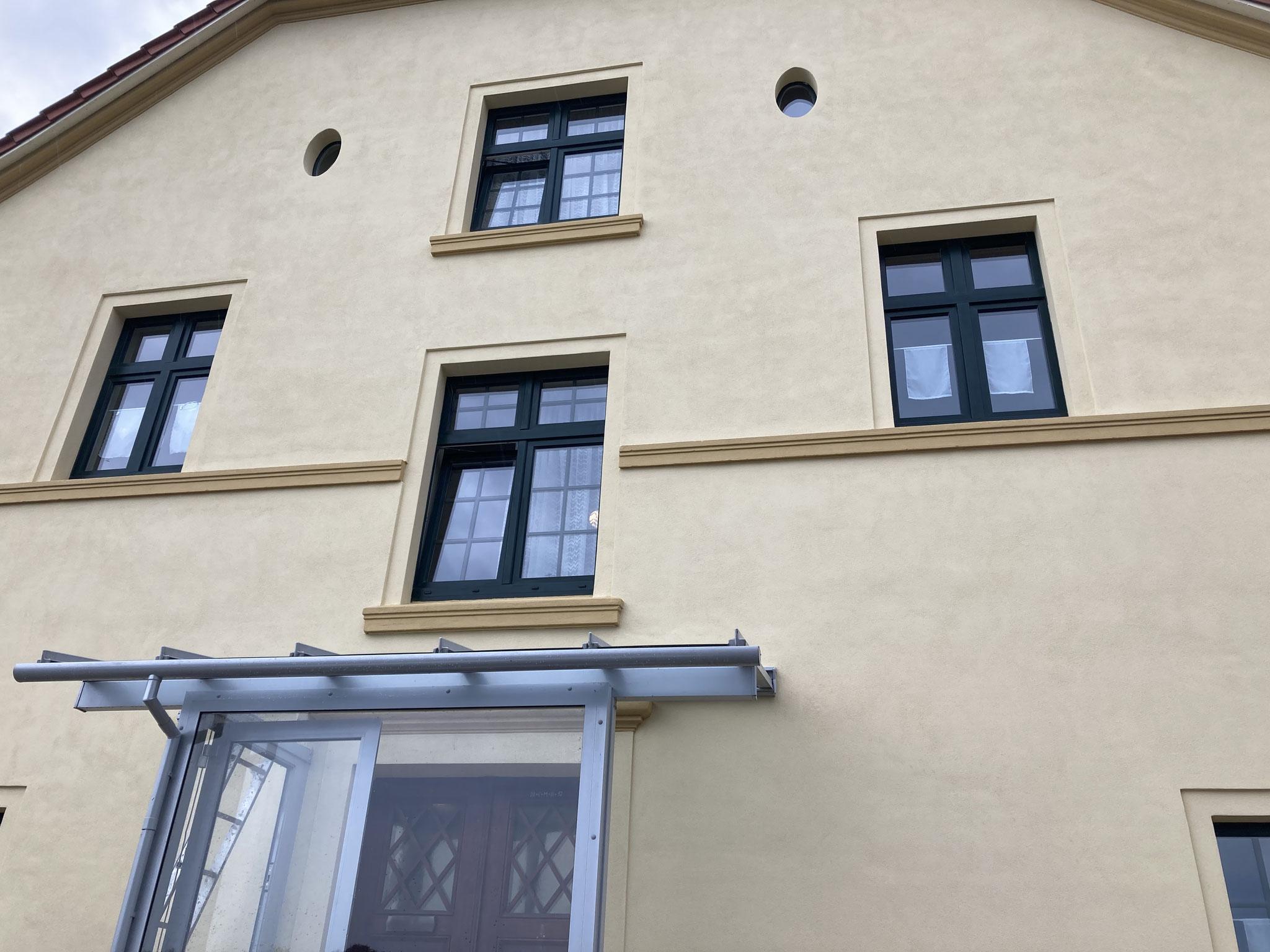 fertige Fassade mit Naturkalkmörtel & Anstrich