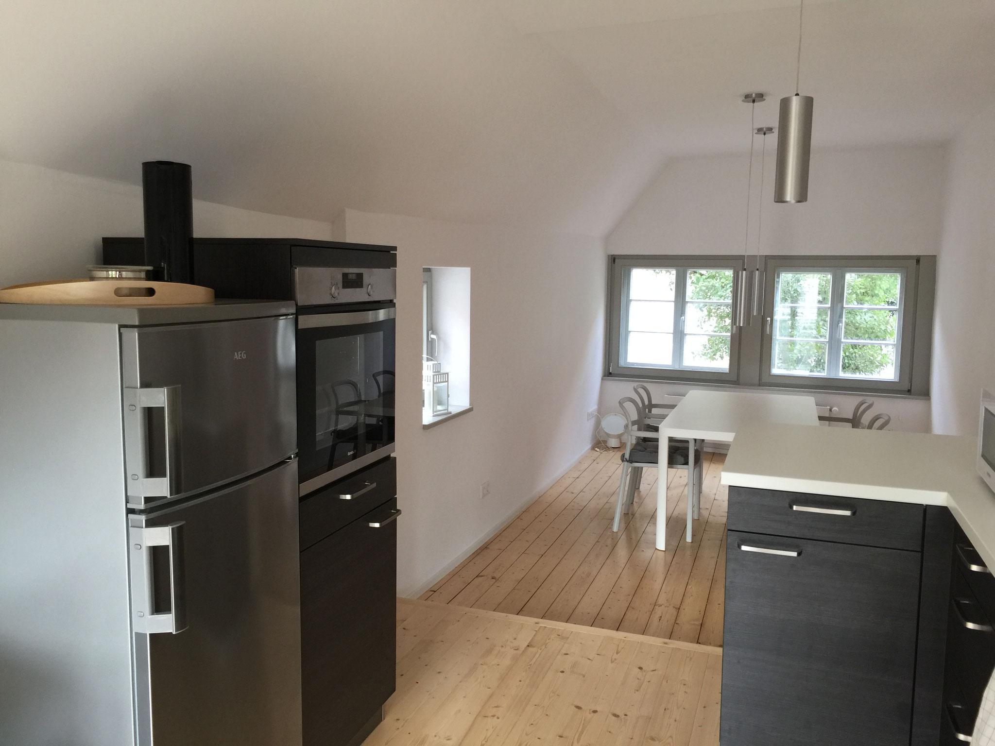 FeWo: Küche mit Backofen und Kühlschrank