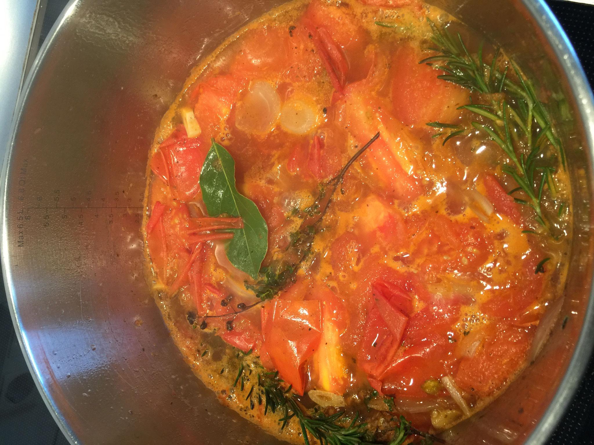 Auskochen der Tomaten