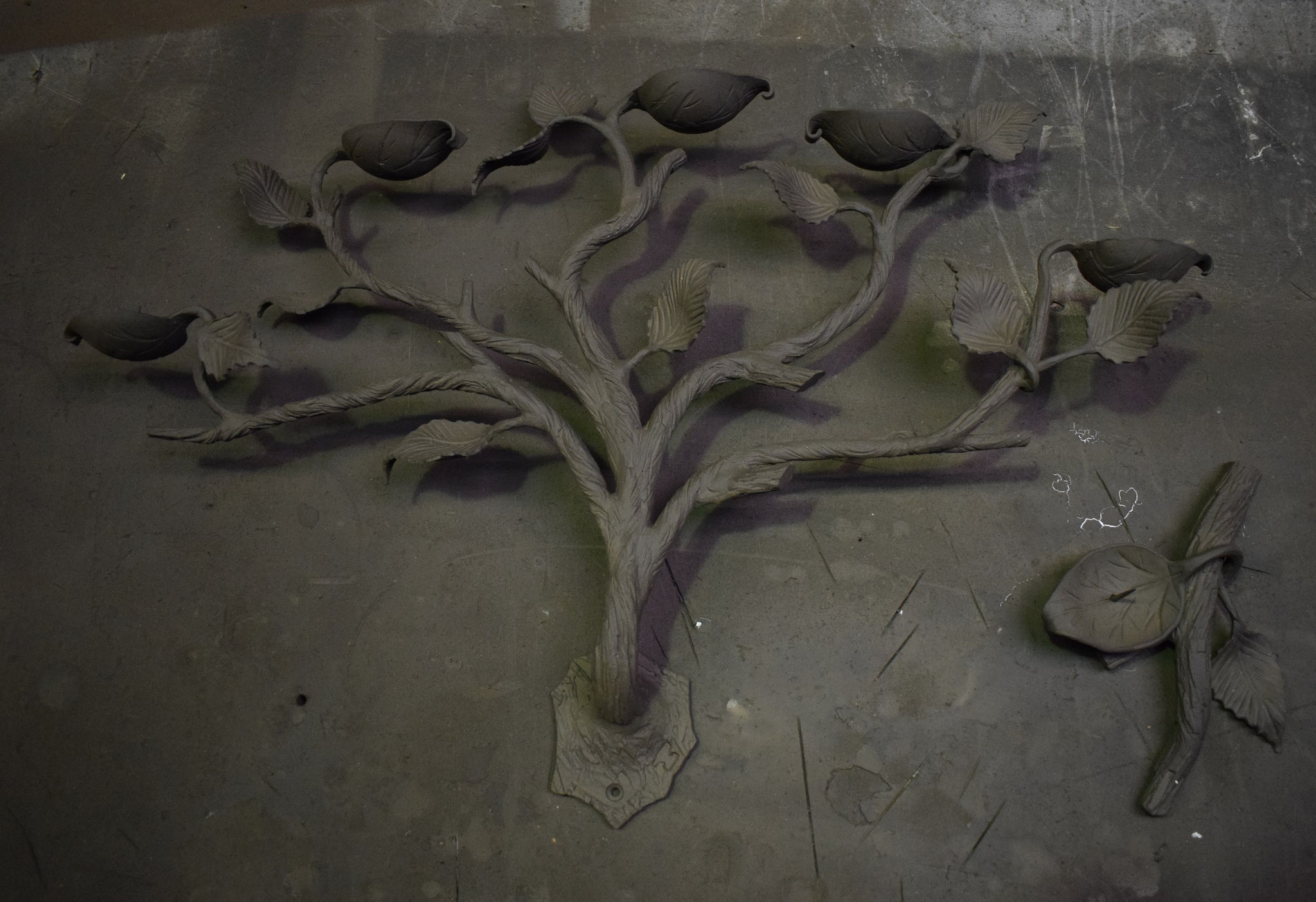 Подсвечник в виде дерева.