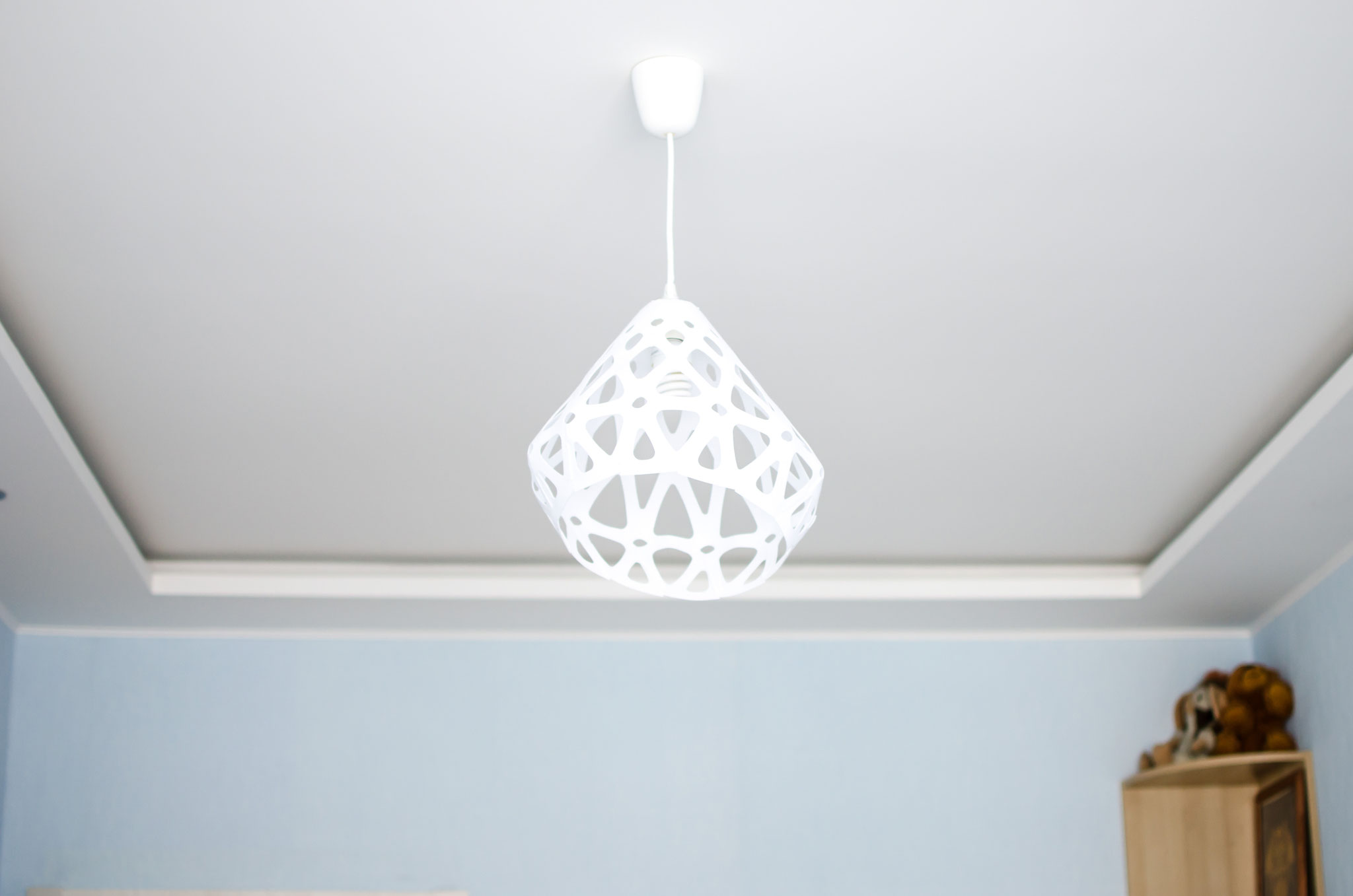 Белый подвесной светильник ZAHA LIGHT в интерьере