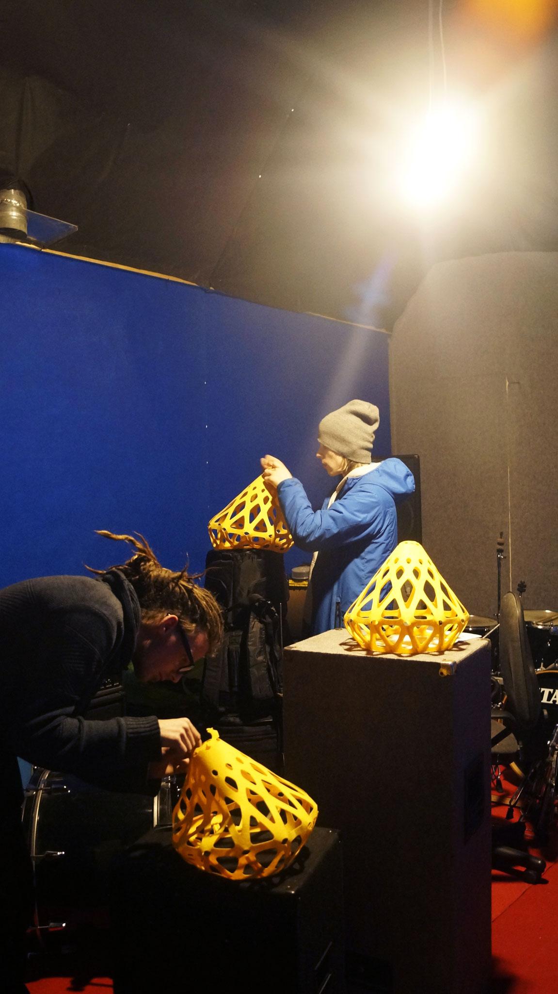Процесс сборки желтой люстры ZAHA LIGHT!