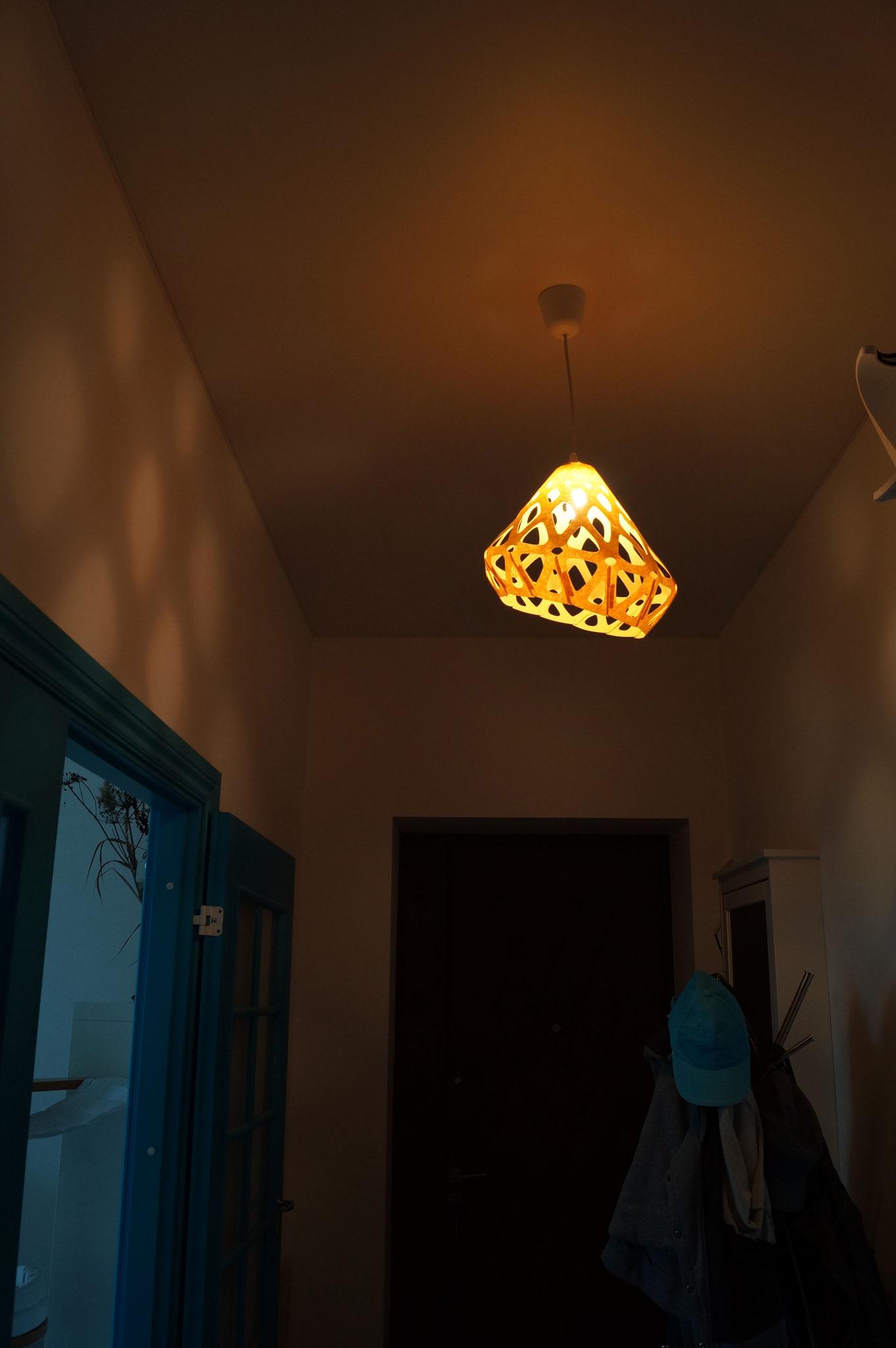 Световой узор на стенах от подвеса ZAHA LIGHT