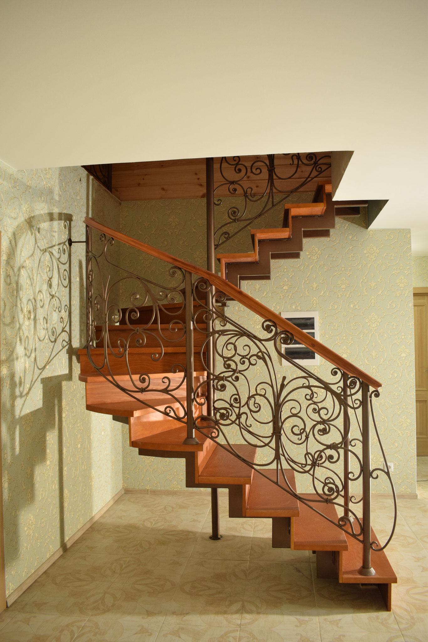 Ограждение лестницы кованое в Санкт- Петербурге.
