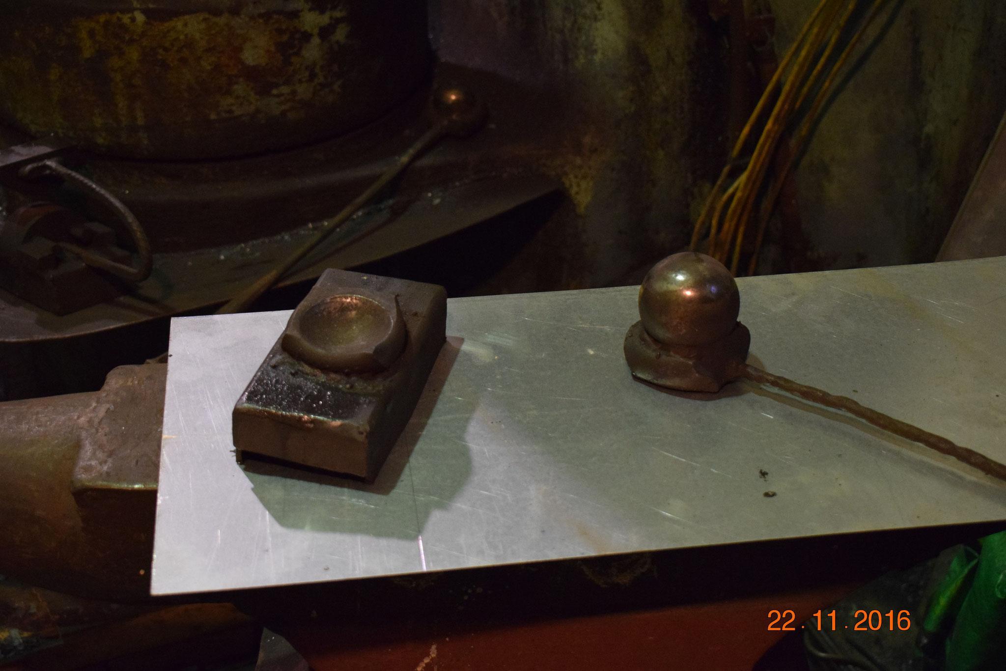 Инструменты для придания листику формы.