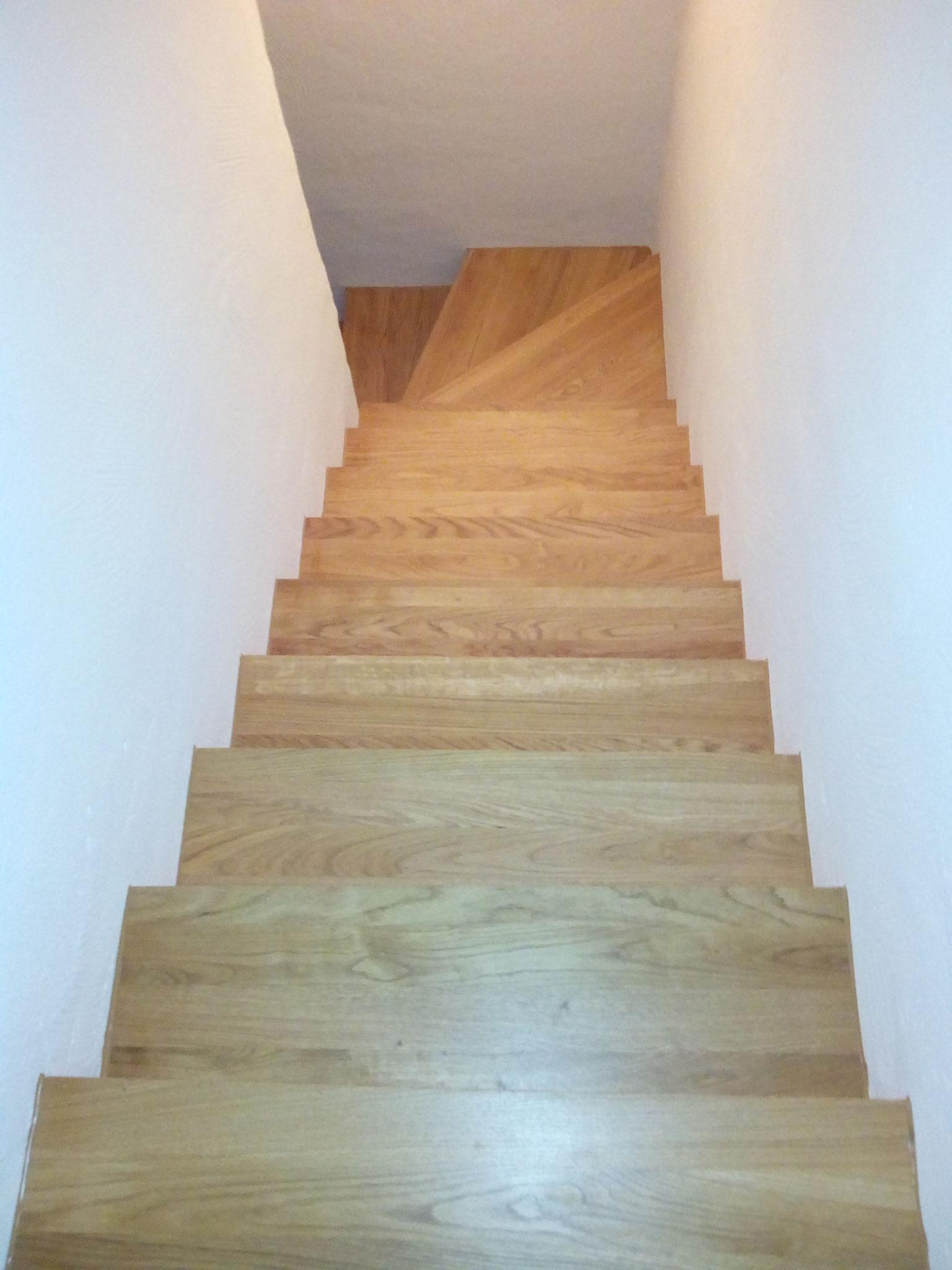 Treppe mit massiver Eiche gestaltet