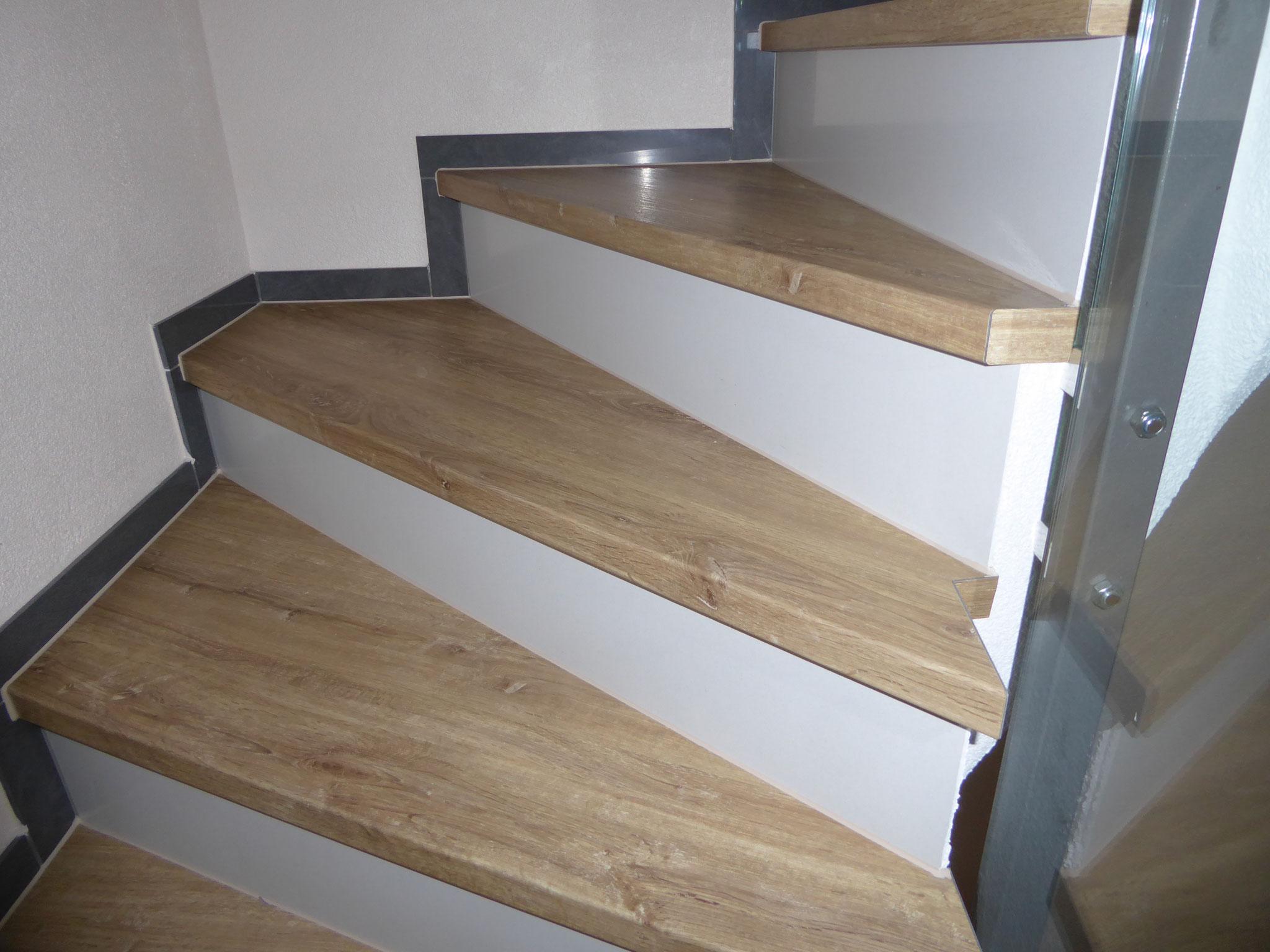 Treppe mit Vinyl-Boden belegt in Mauensee
